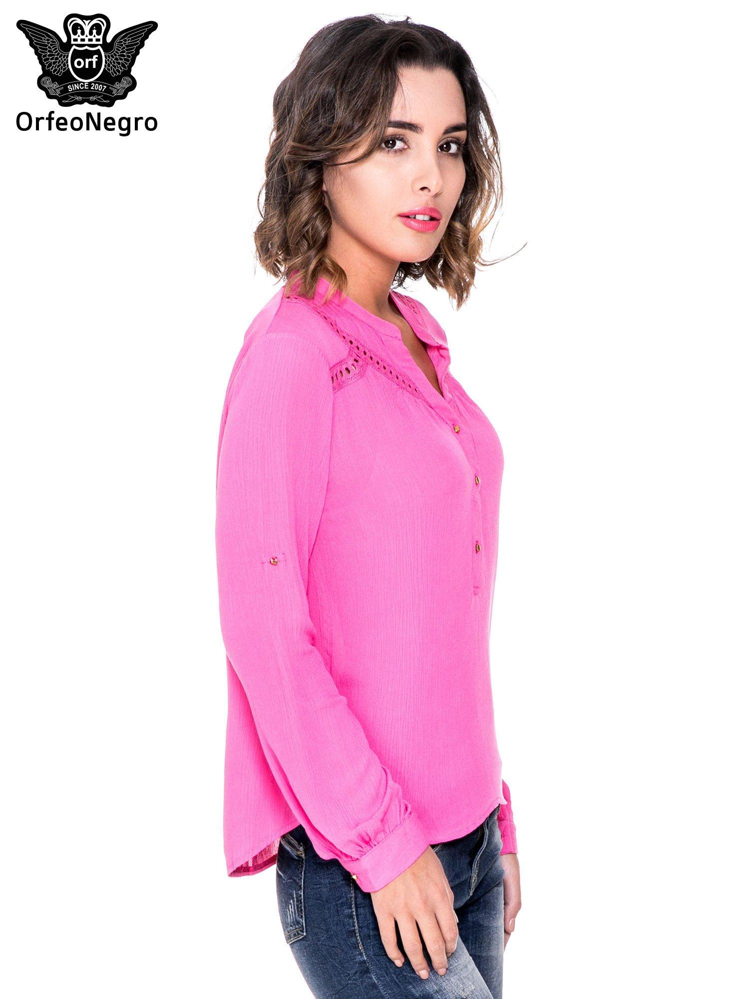 Różowa koszula z ażurowaniem na górze                                  zdj.                                  3