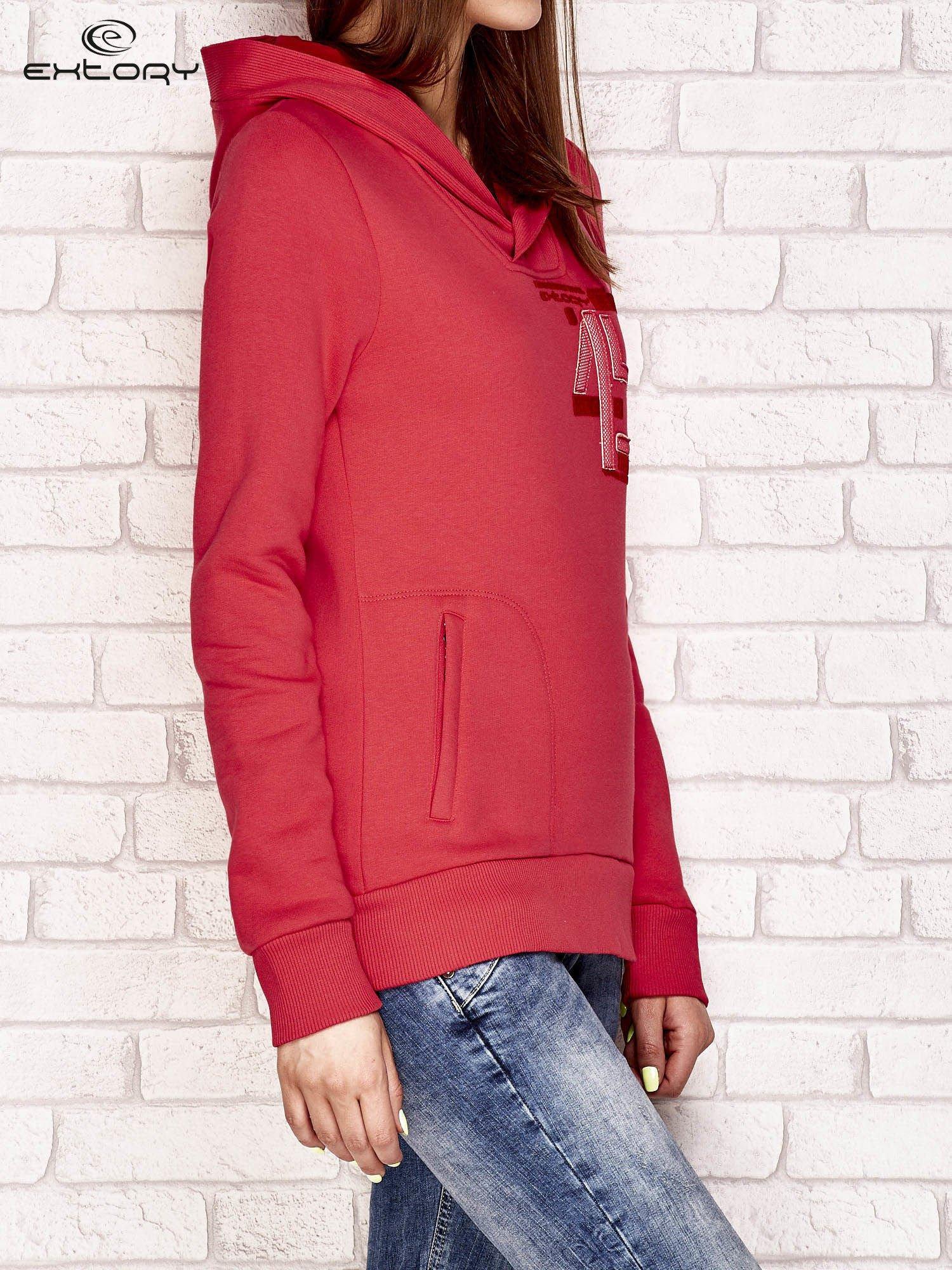 Różowa ocieplana bluza z kapturem i kieszenią