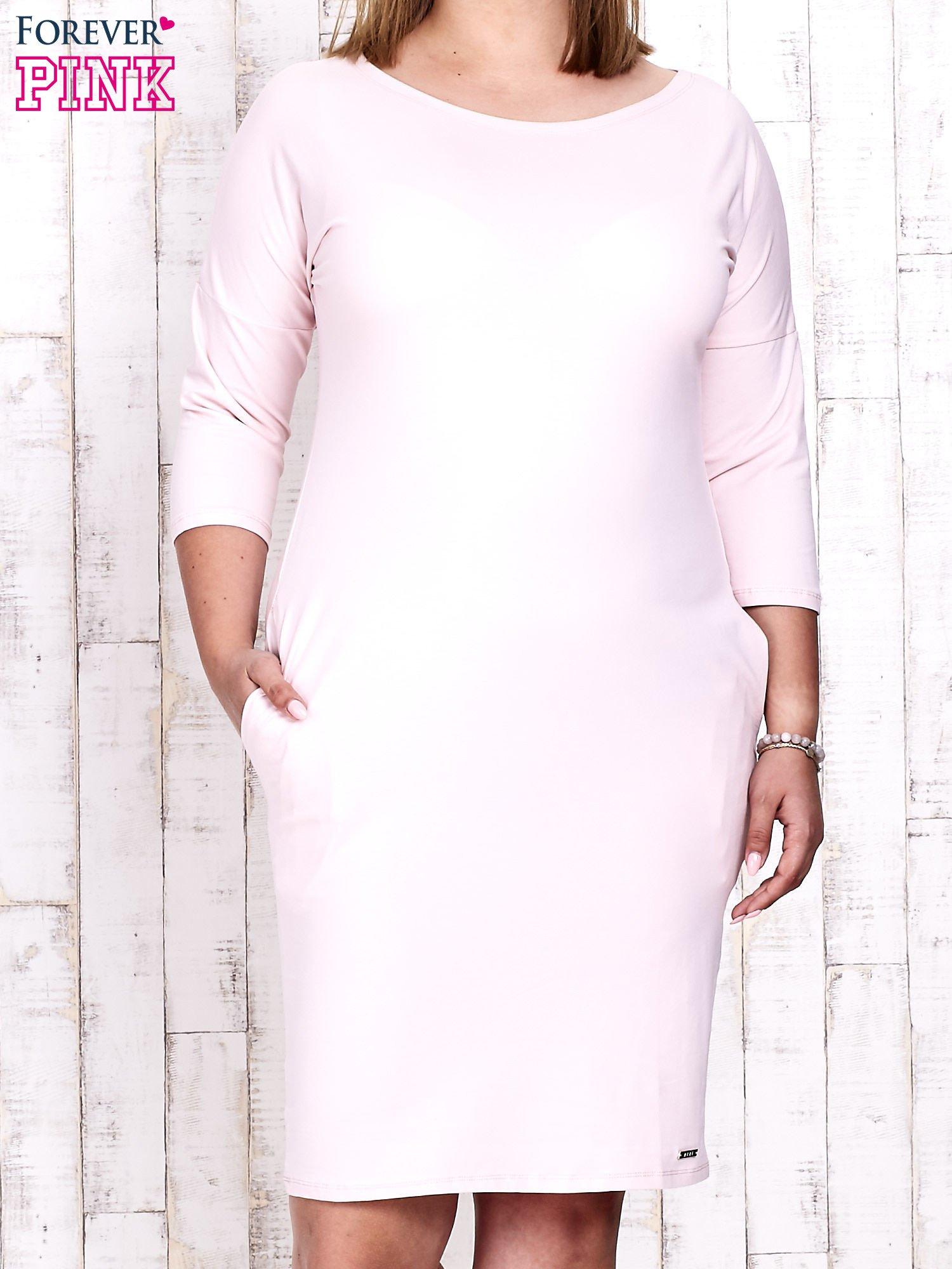 Różowa prosta sukienka dresowa PLUS SIZE                                  zdj.                                  1