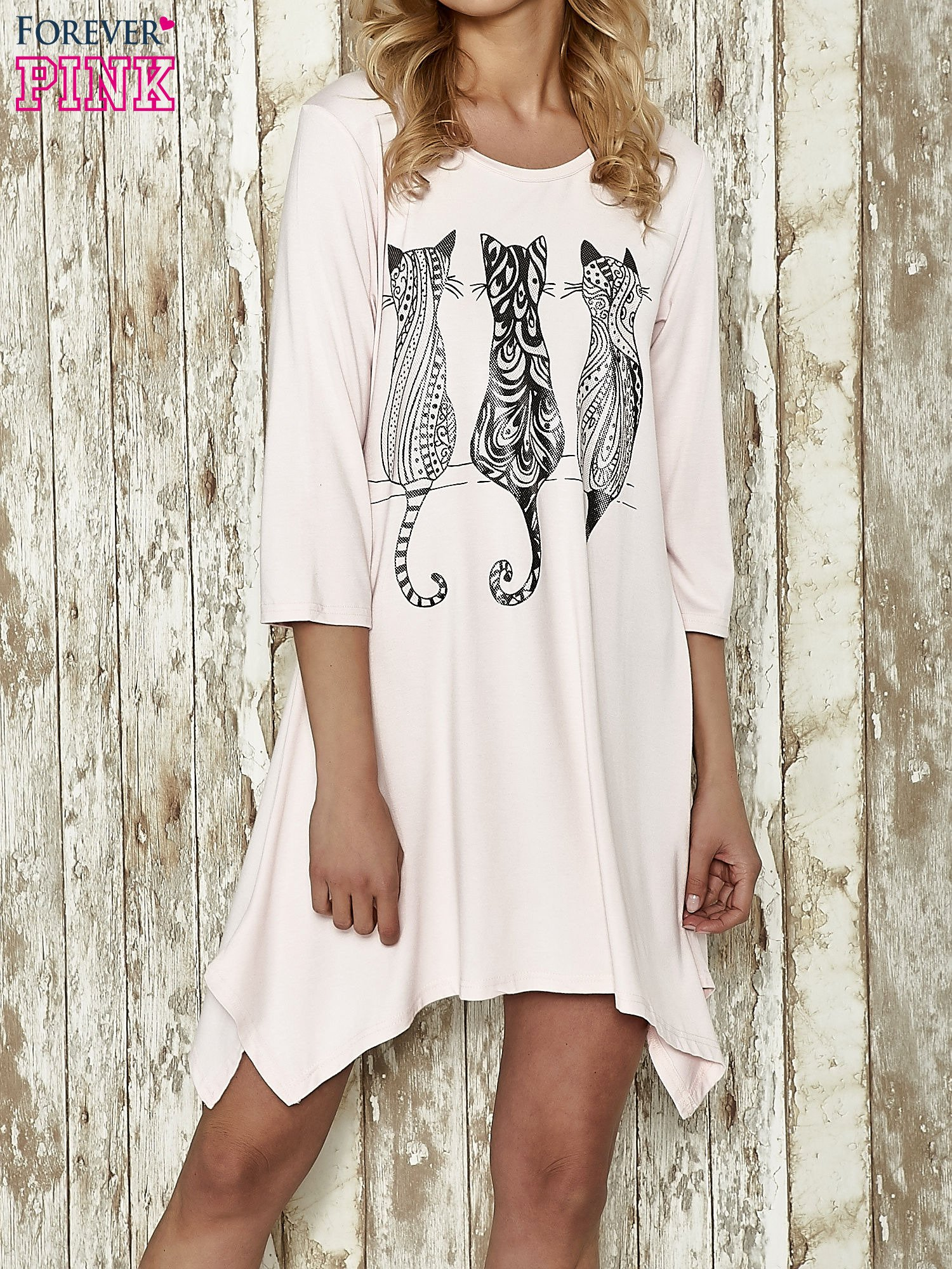 Różowa sukienka damska z nadrukiem kotów                                  zdj.                                  1