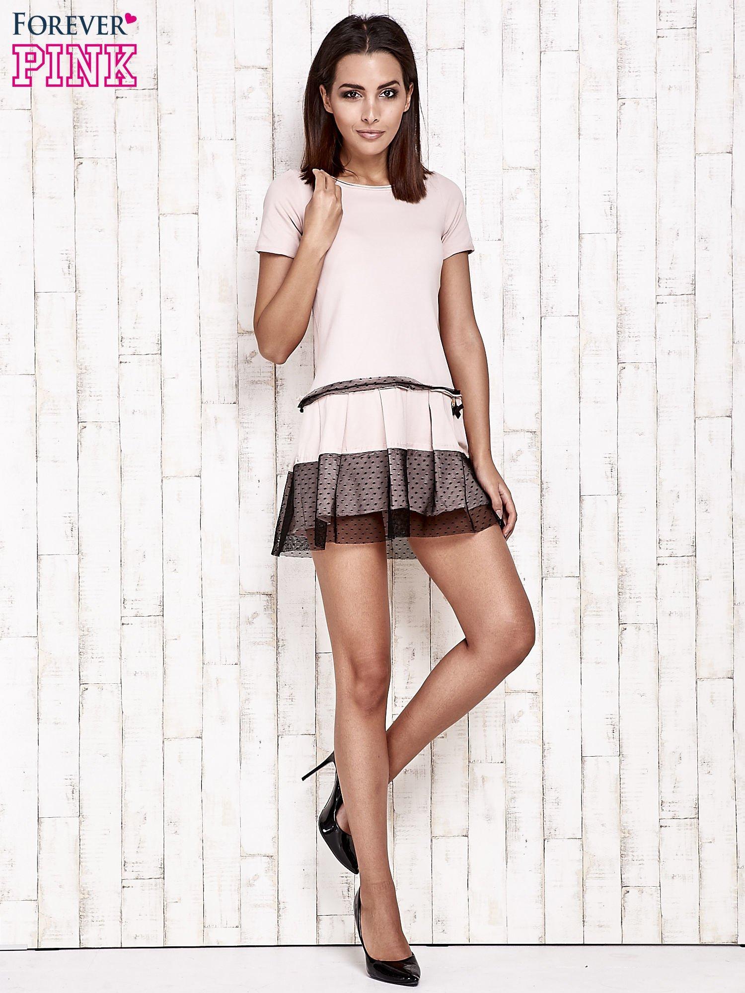Różowa sukienka dresowa z kontrafałdami i tiulem w groszki                                  zdj.                                  2