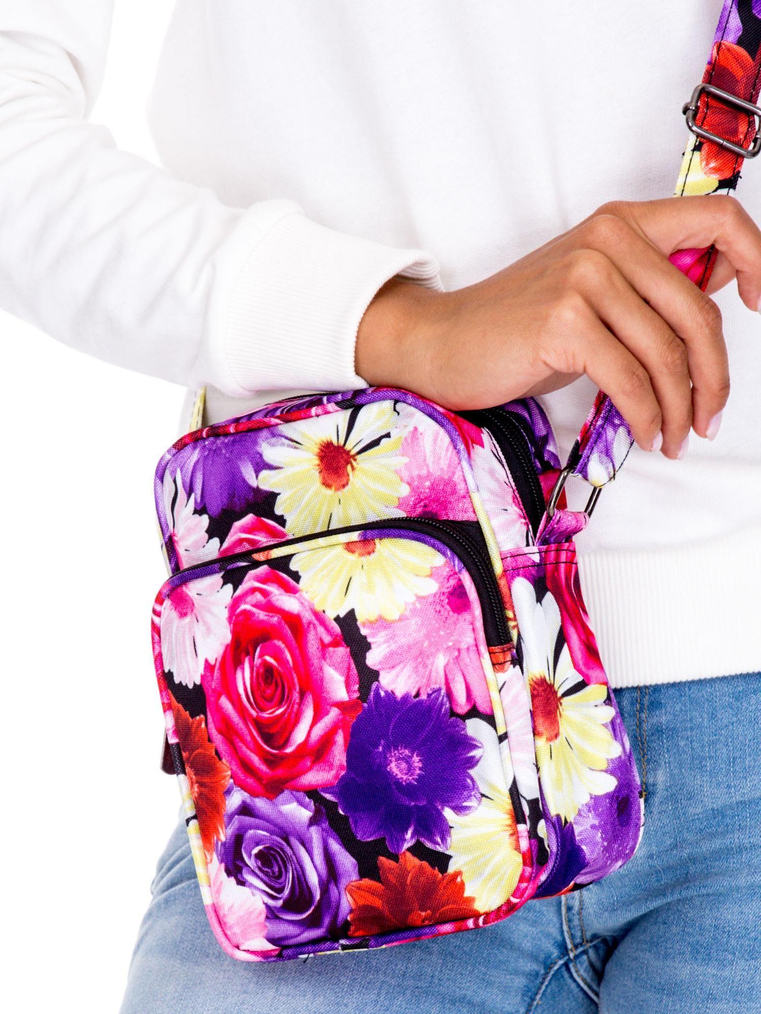 90076317d7ff9 Różowa torba listonoszka w kwiaty - Akcesoria torba - sklep eButik.pl