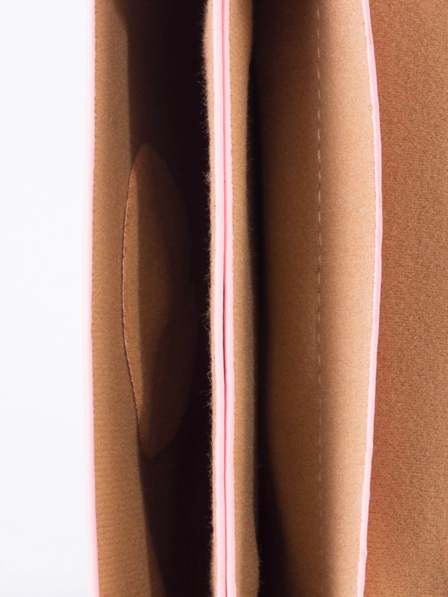 Różowa torebka listonoszka z klapką                                  zdj.                                  5