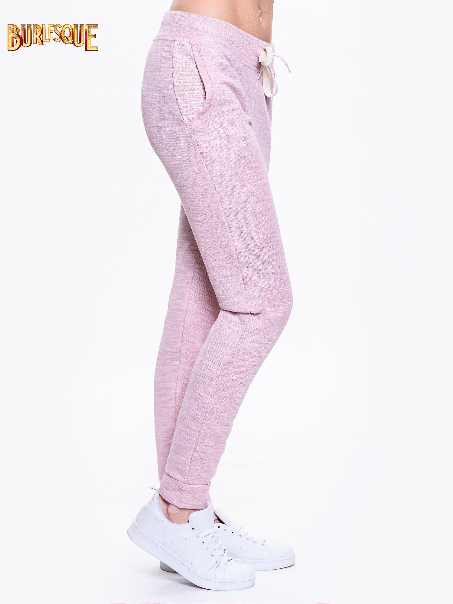 Różowe dresowe spodnie damskie o kroju baggy                                  zdj.                                  3