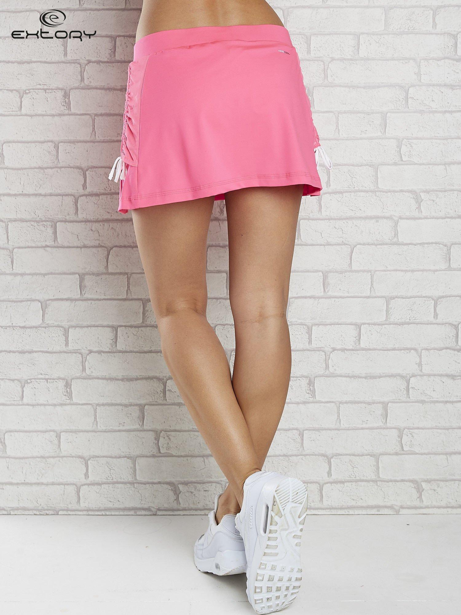 Różowe spodenki spódniczka tenisowa z troczkami na bokach                                  zdj.                                  2