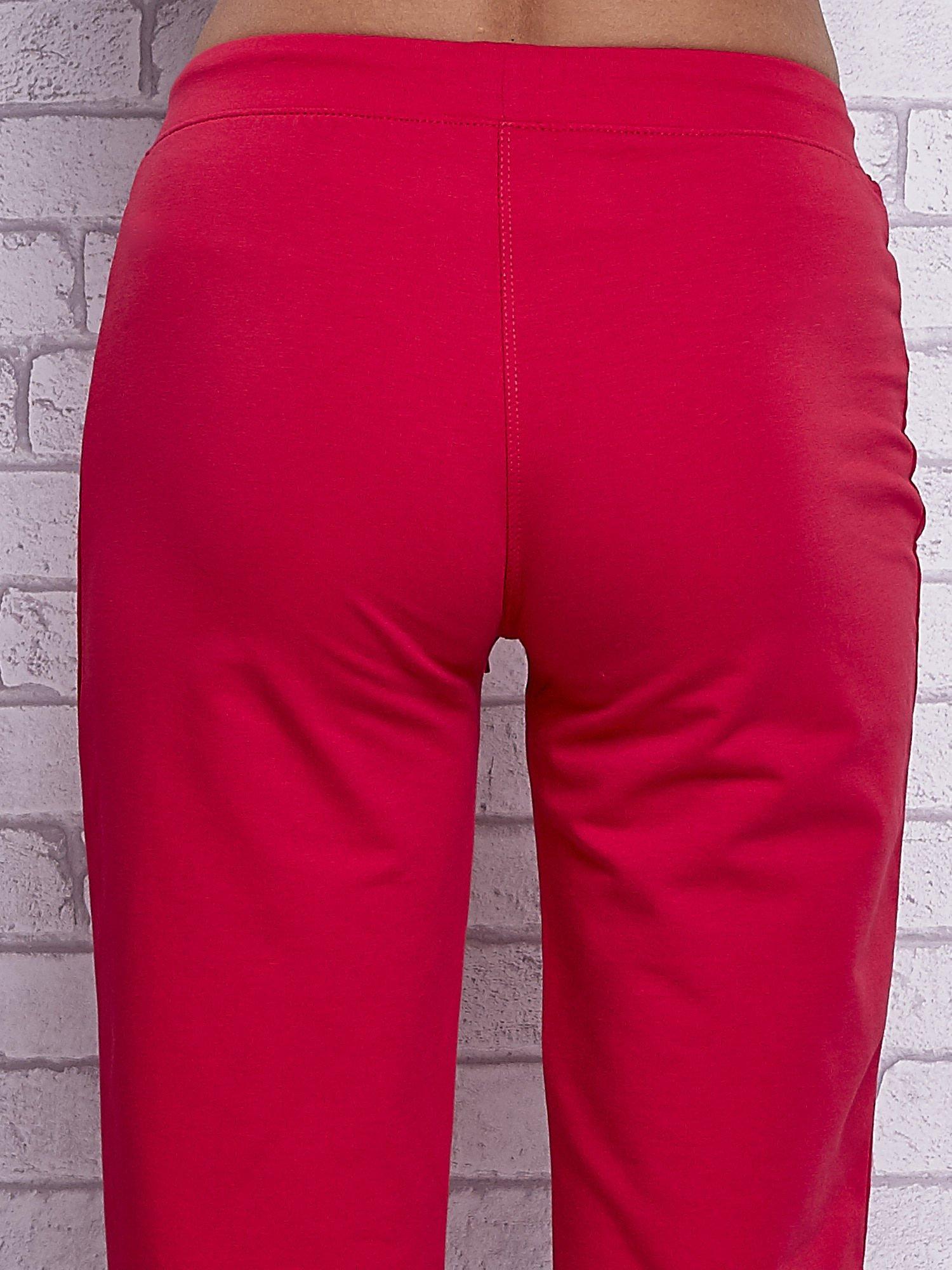 Różowe spodnie capri z wszytymi kieszonkami                                  zdj.                                  6