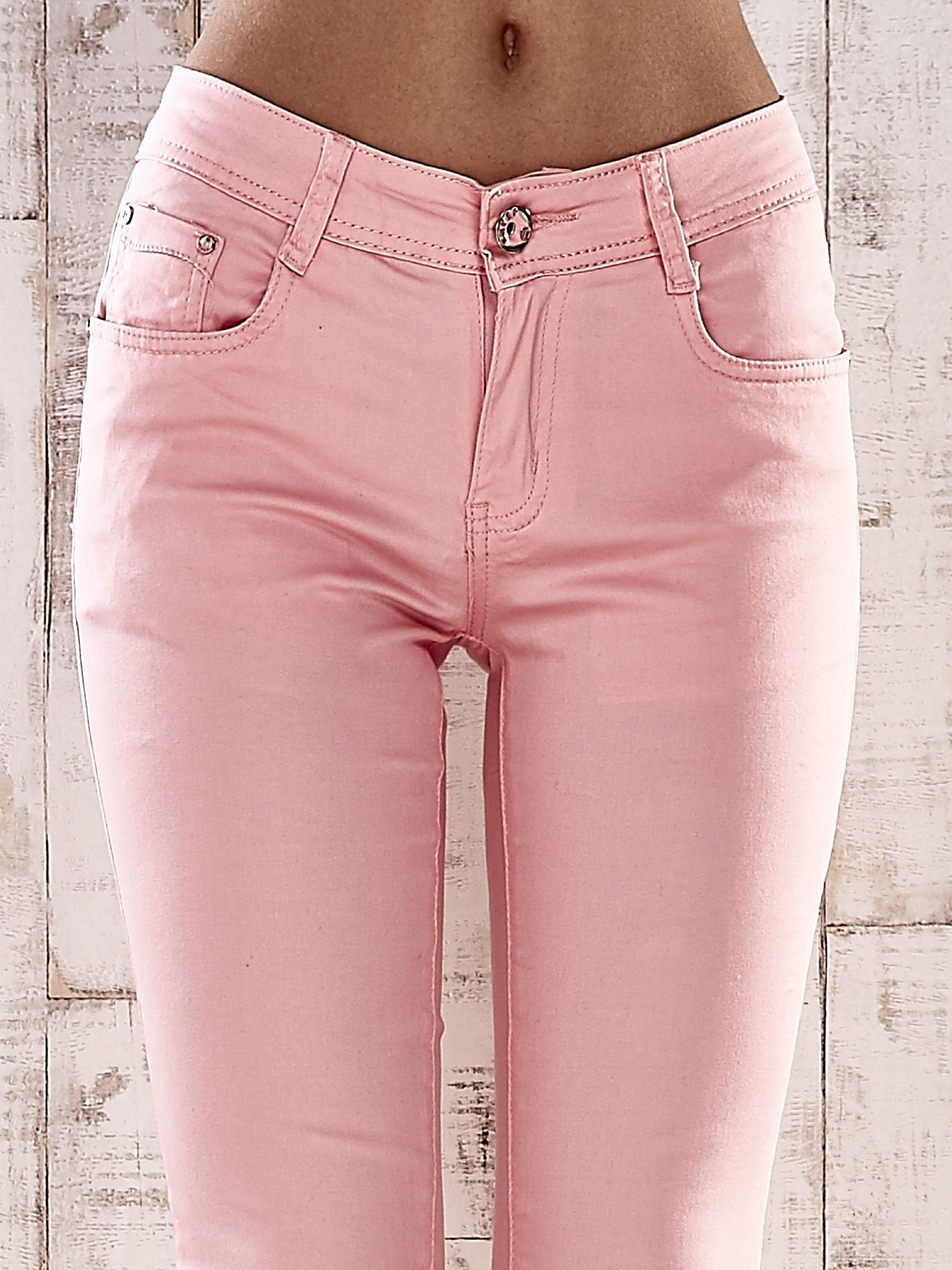 Różowe spodnie skinny jeans z wyższym stanem                                  zdj.                                  4