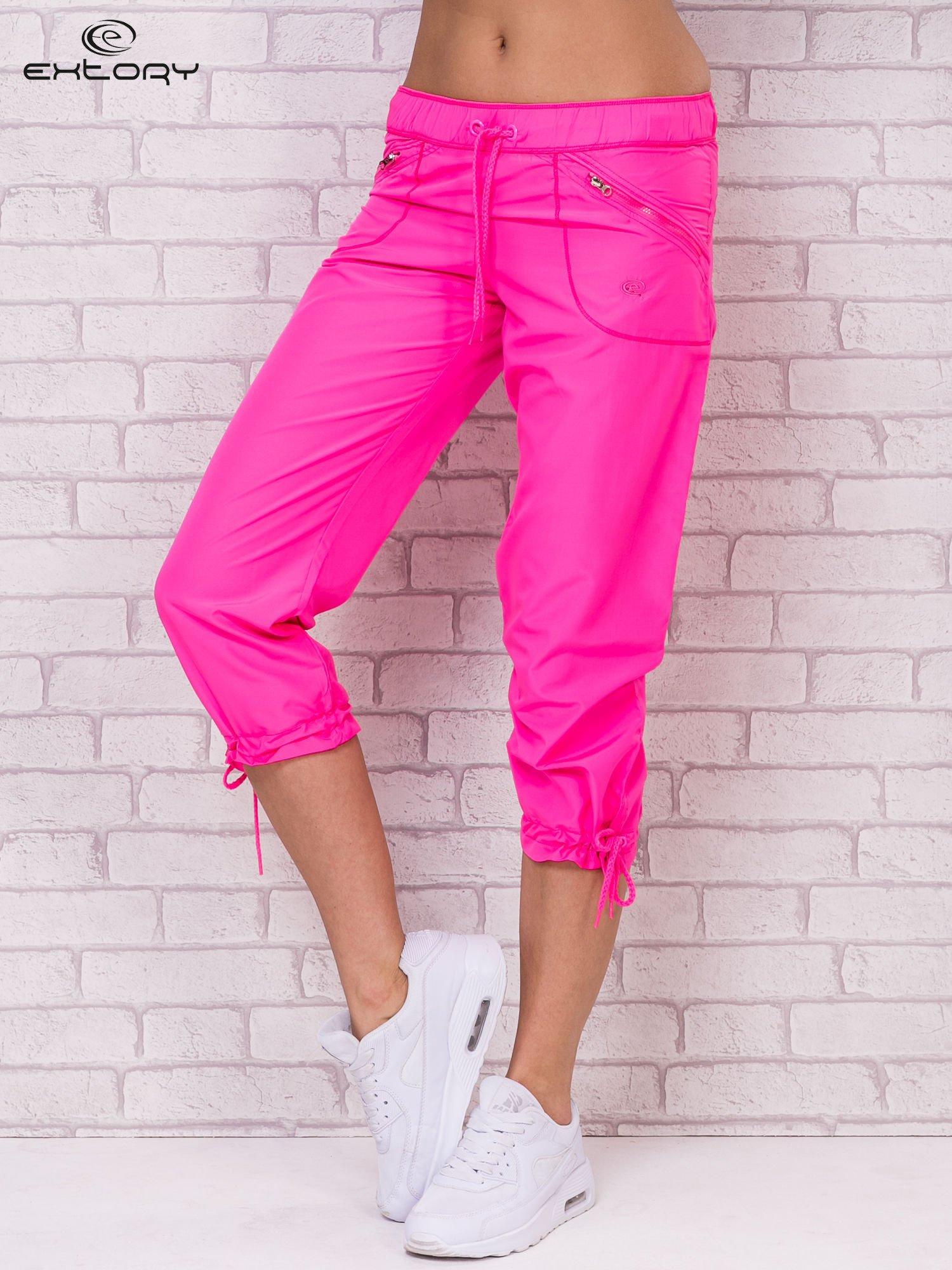 Różowe spodnie sportowe capri z wiązaniem                                  zdj.                                  1