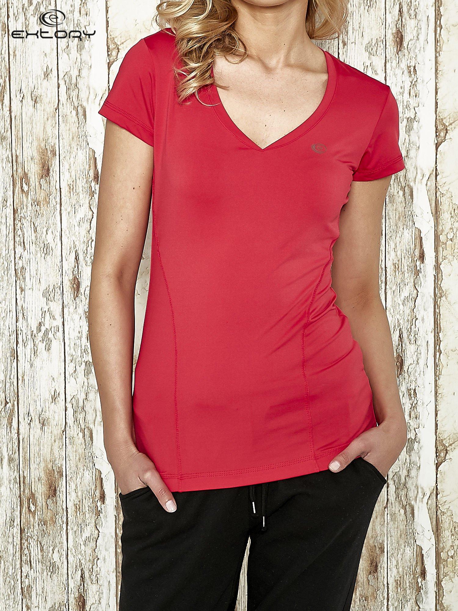 Różowy modelujący t-shirt sportowy z przeszyciami                                  zdj.                                  1