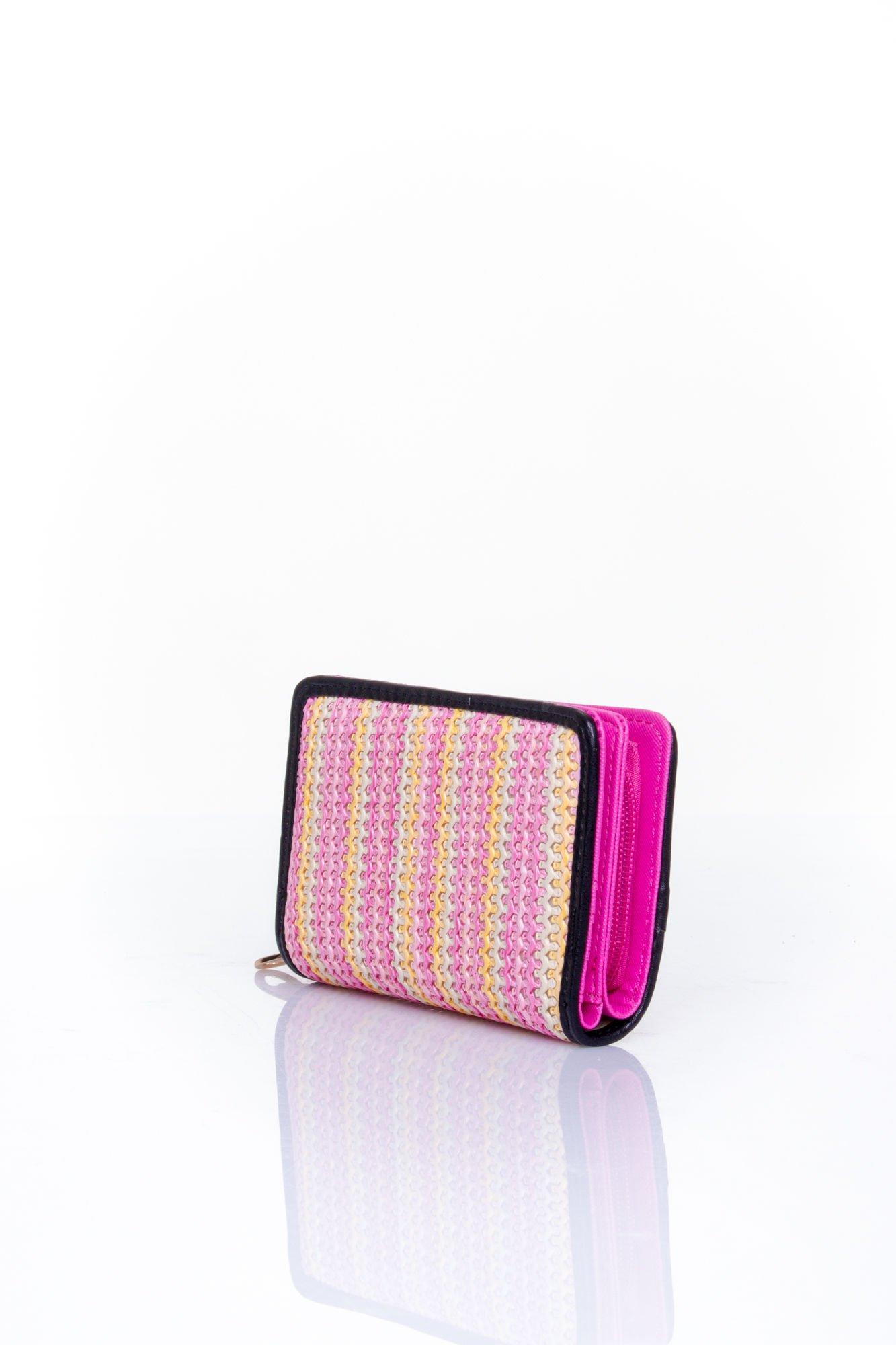 Różowy portfel z plecionkowym wykończeniem                                  zdj.                                  2