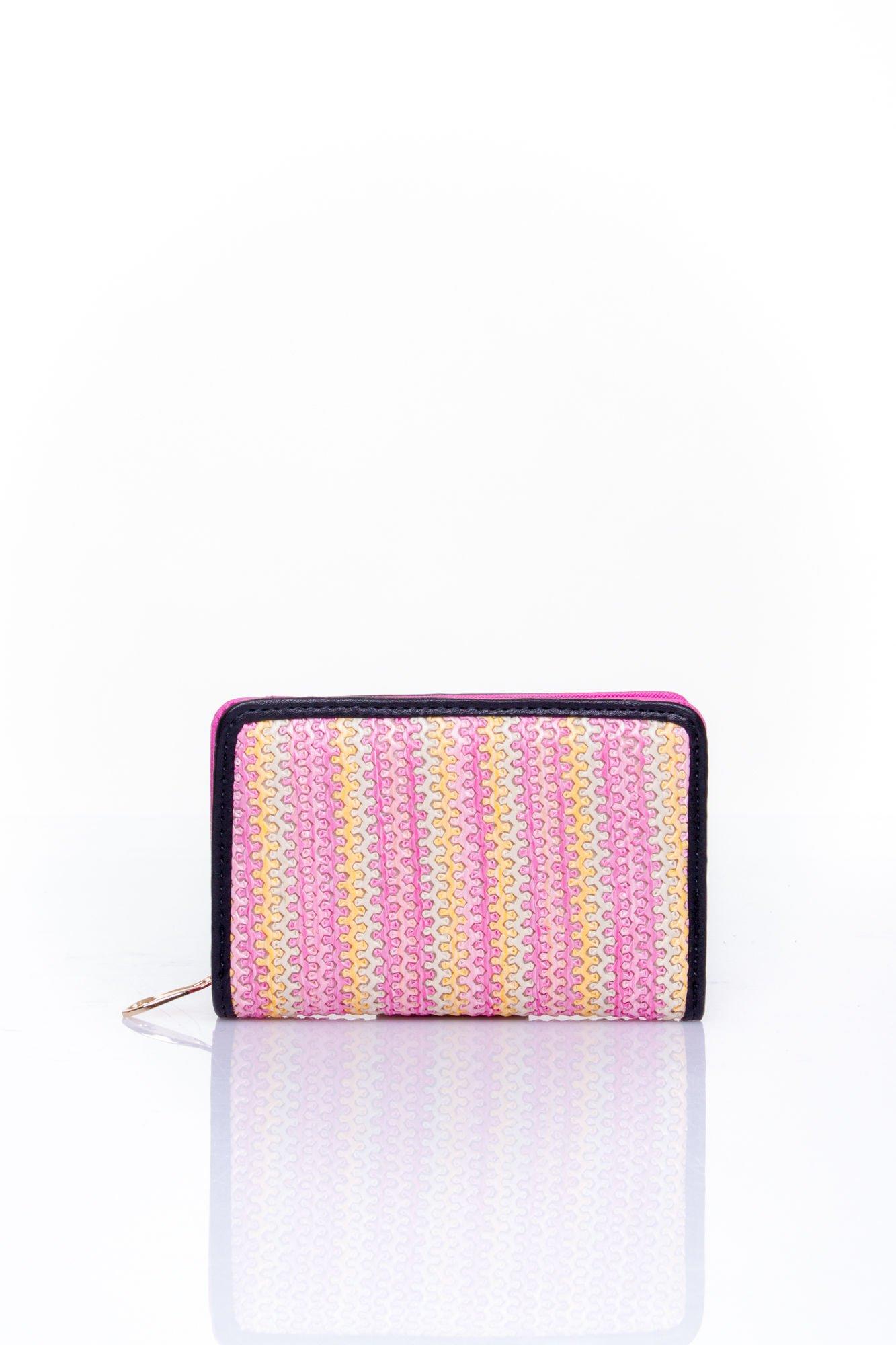 Różowy portfel z plecionkowym wykończeniem                                  zdj.                                  1