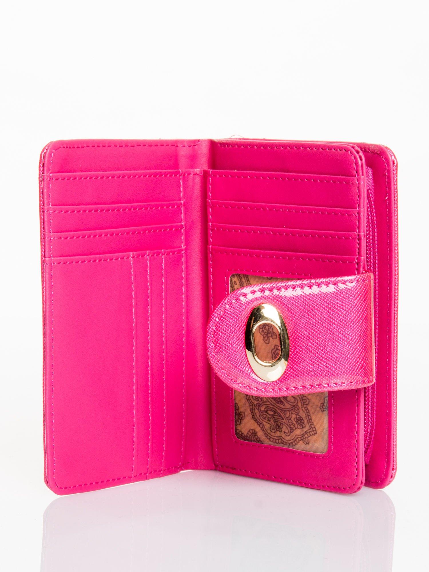 Różowy portfel ze złotym zapięciem efekt skóry saffiano                                  zdj.                                  3