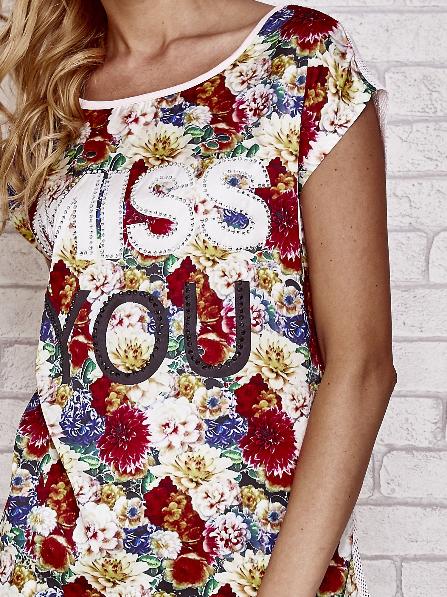 Różowy t-shirt z kwiatowym przodem z dżetami                                  zdj.                                  5