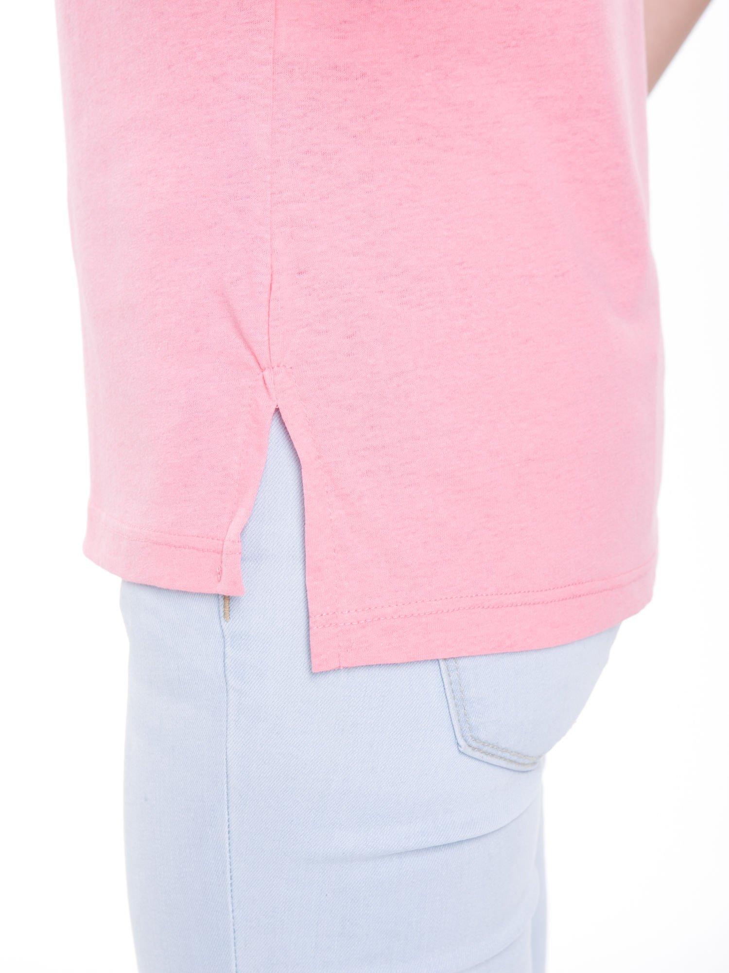 Różowy t-shirt z metalicznym nadrukiem HARD i koronkową wstawką z tyłu                                  zdj.                                  9