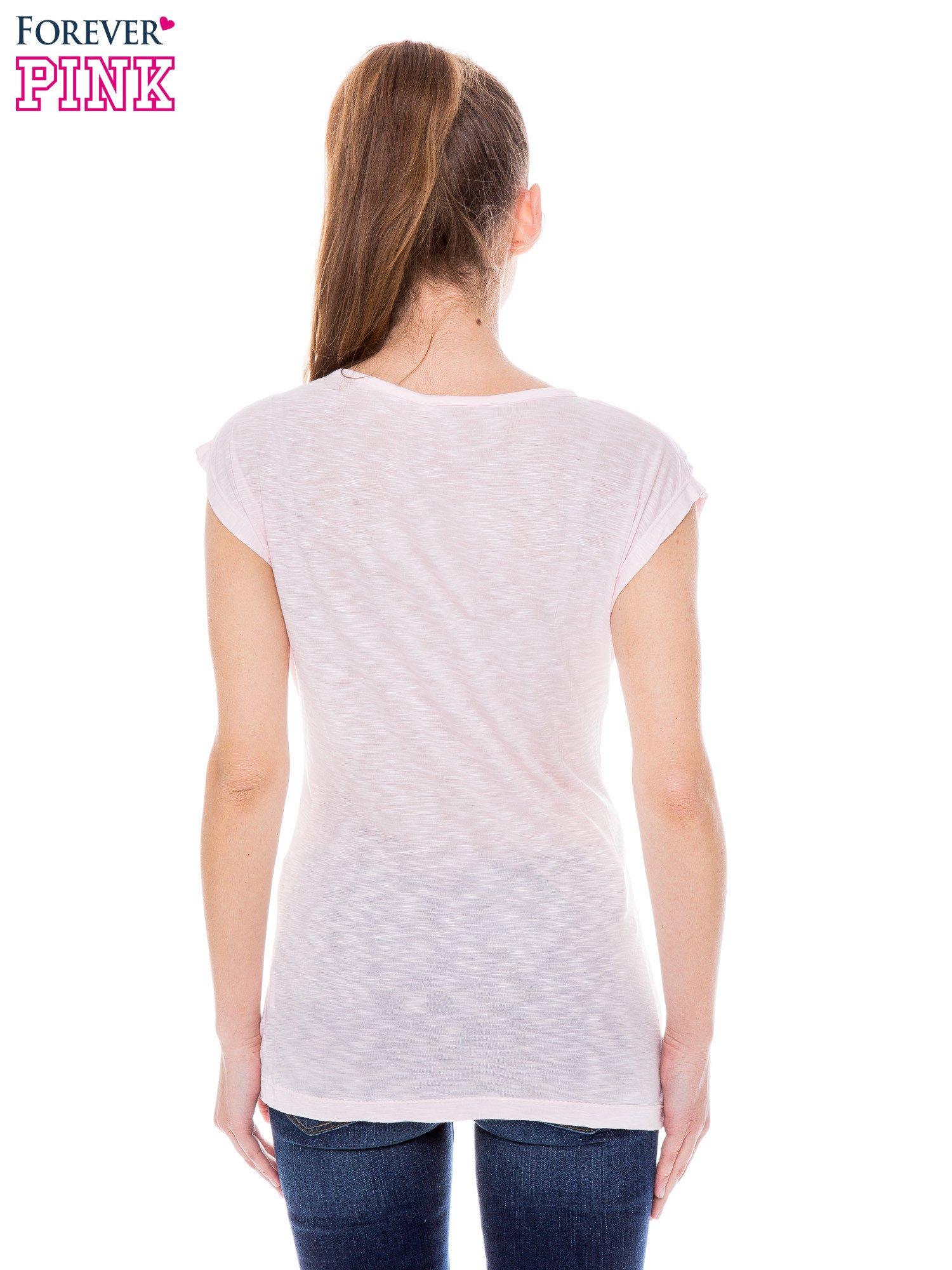 Różowy t-shirt z nadrukiem fashion                                  zdj.                                  3