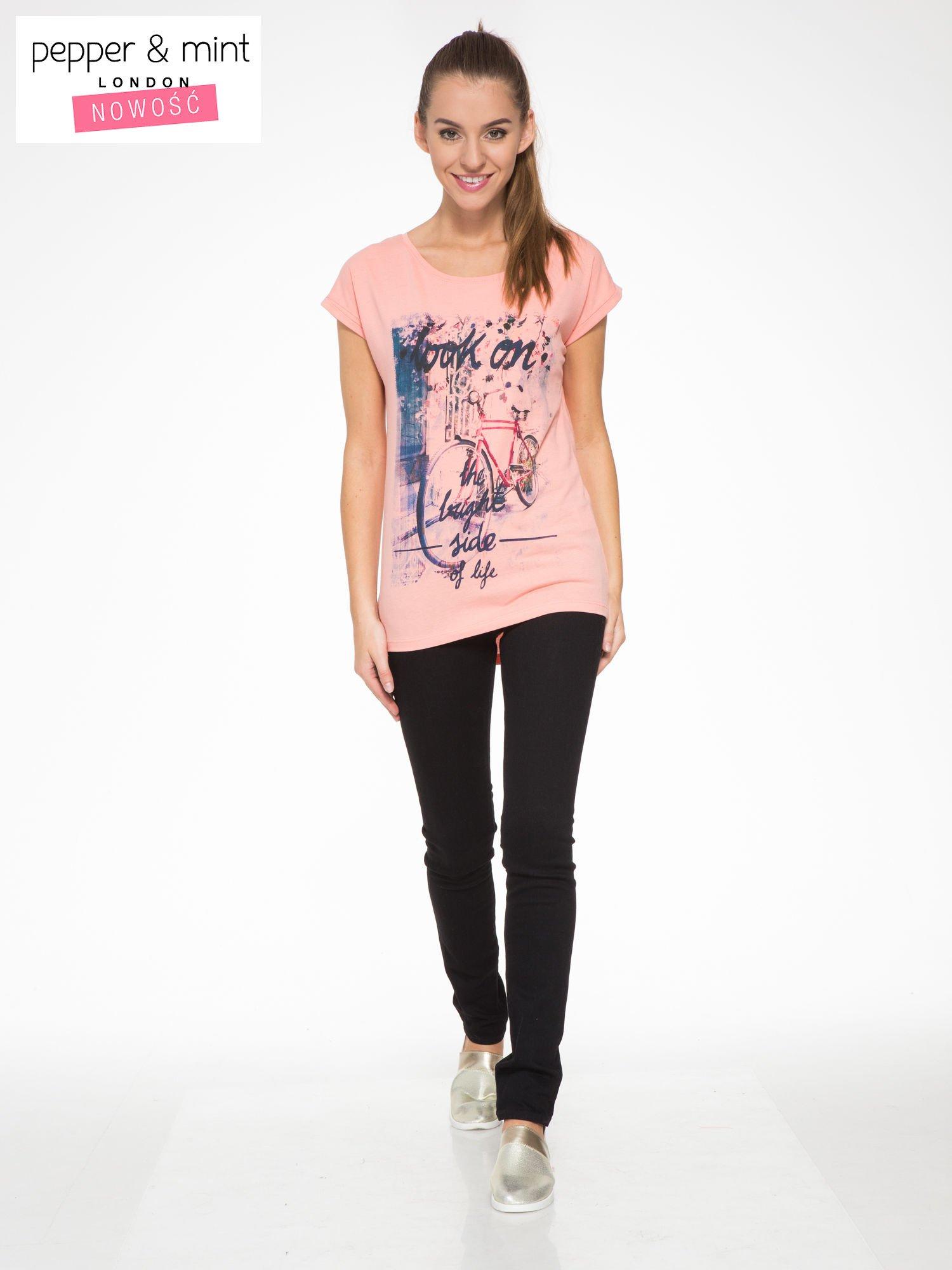 Różowy t-shirt z nadrukiem roweru                                  zdj.                                  4