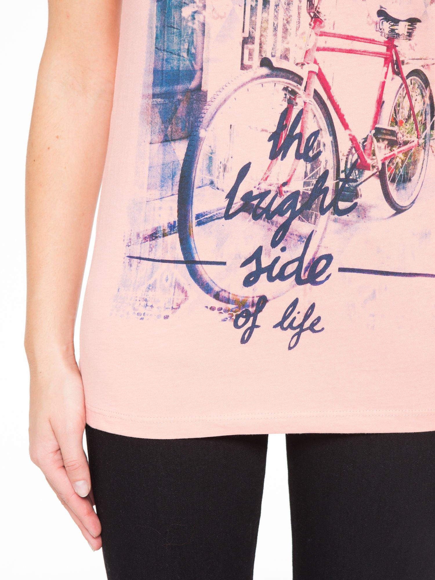 Różowy t-shirt z nadrukiem roweru                                  zdj.                                  6