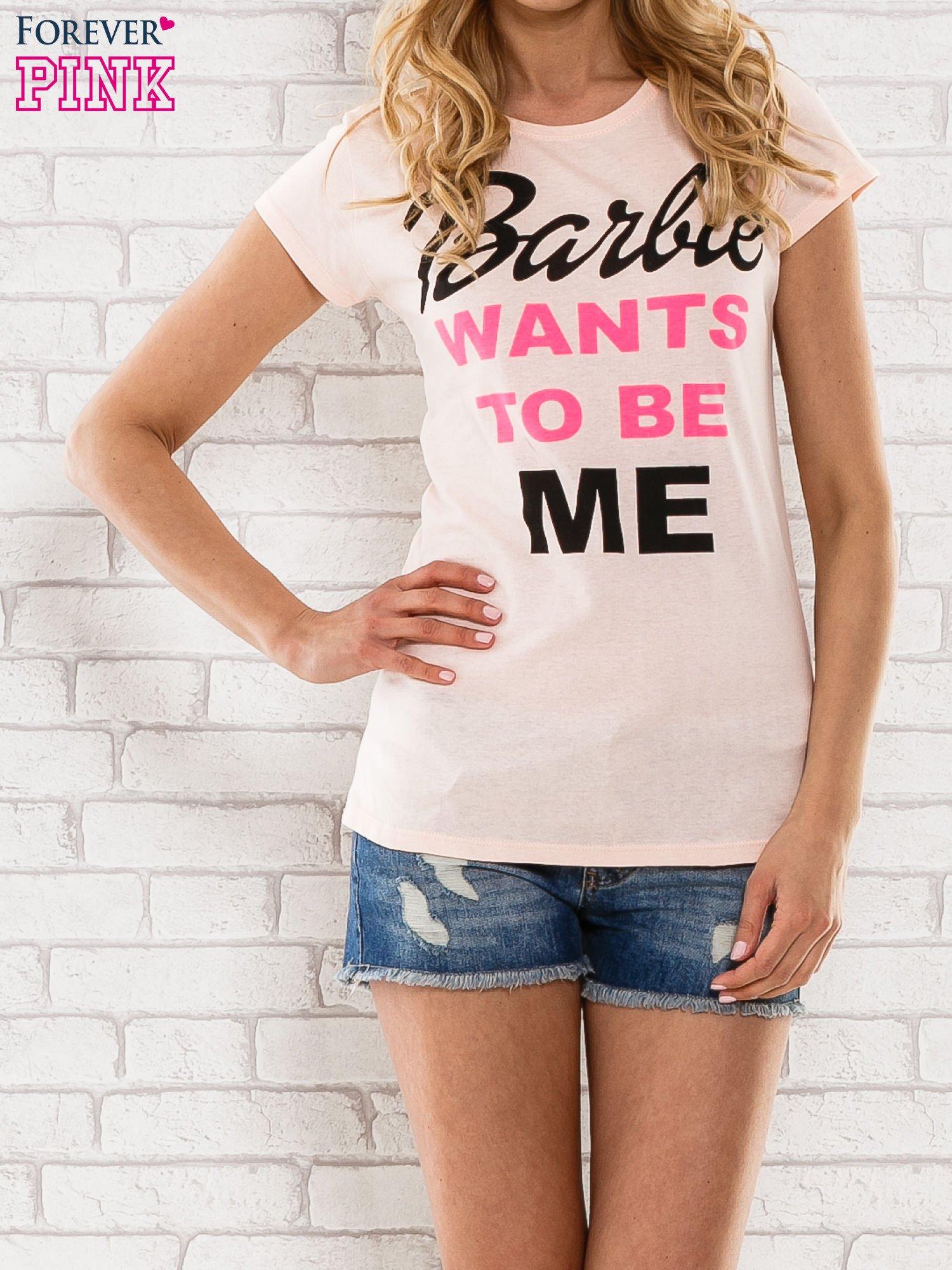 Różowy t-shirt z napisem BARBIE WANTS TO BE ME                                  zdj.                                  1