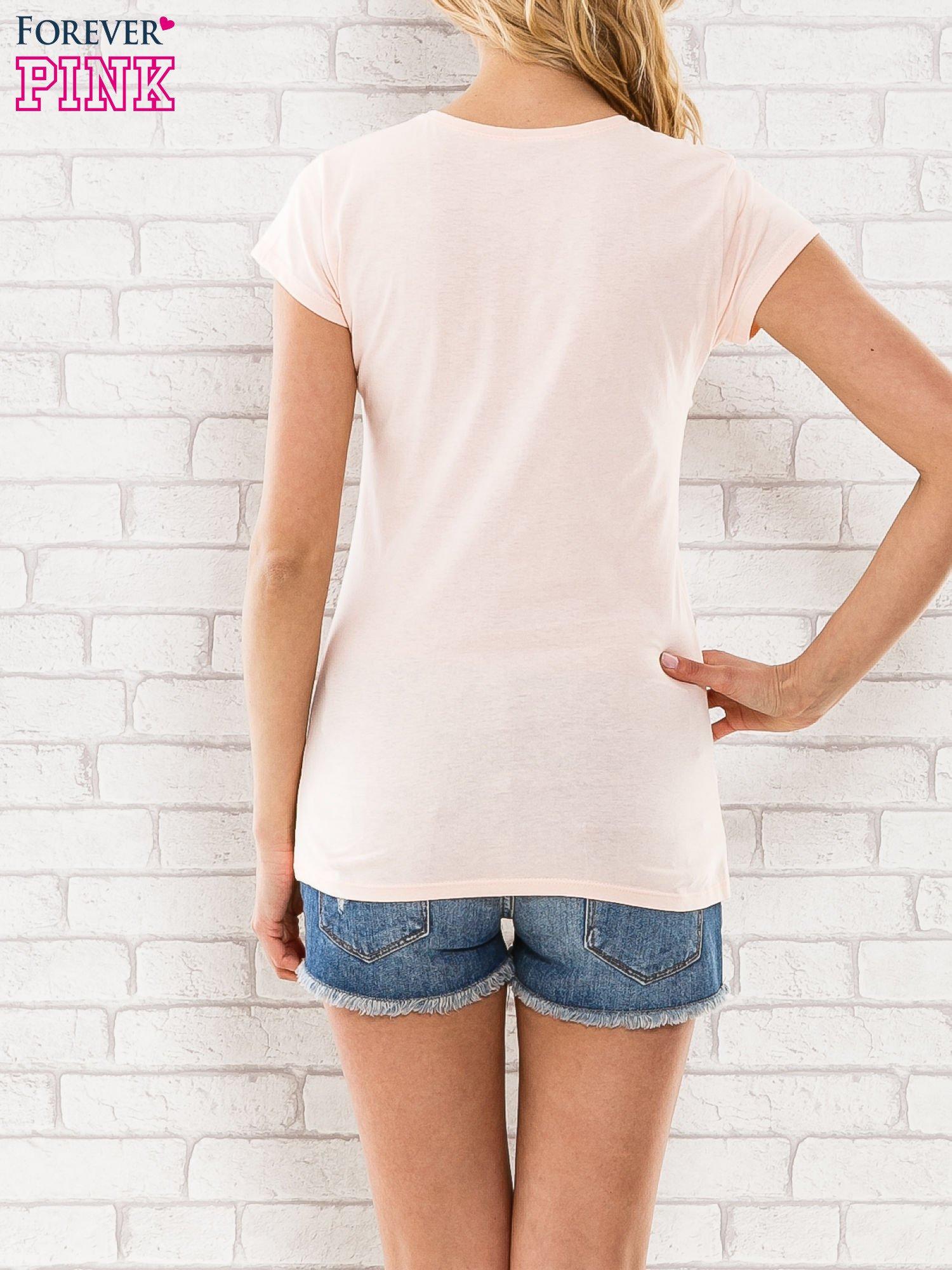 Różowy t-shirt z napisem BARBIE WANTS TO BE ME                                  zdj.                                  4