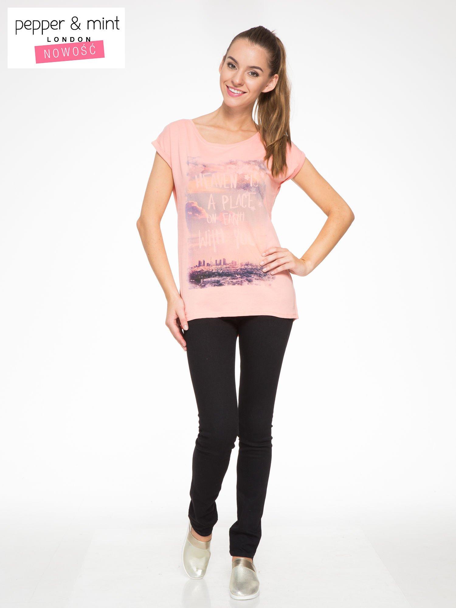 Różowy t-shirt z napisem HEAVEN IS A PLACE ON EARTH WITH YOU                                  zdj.                                  4