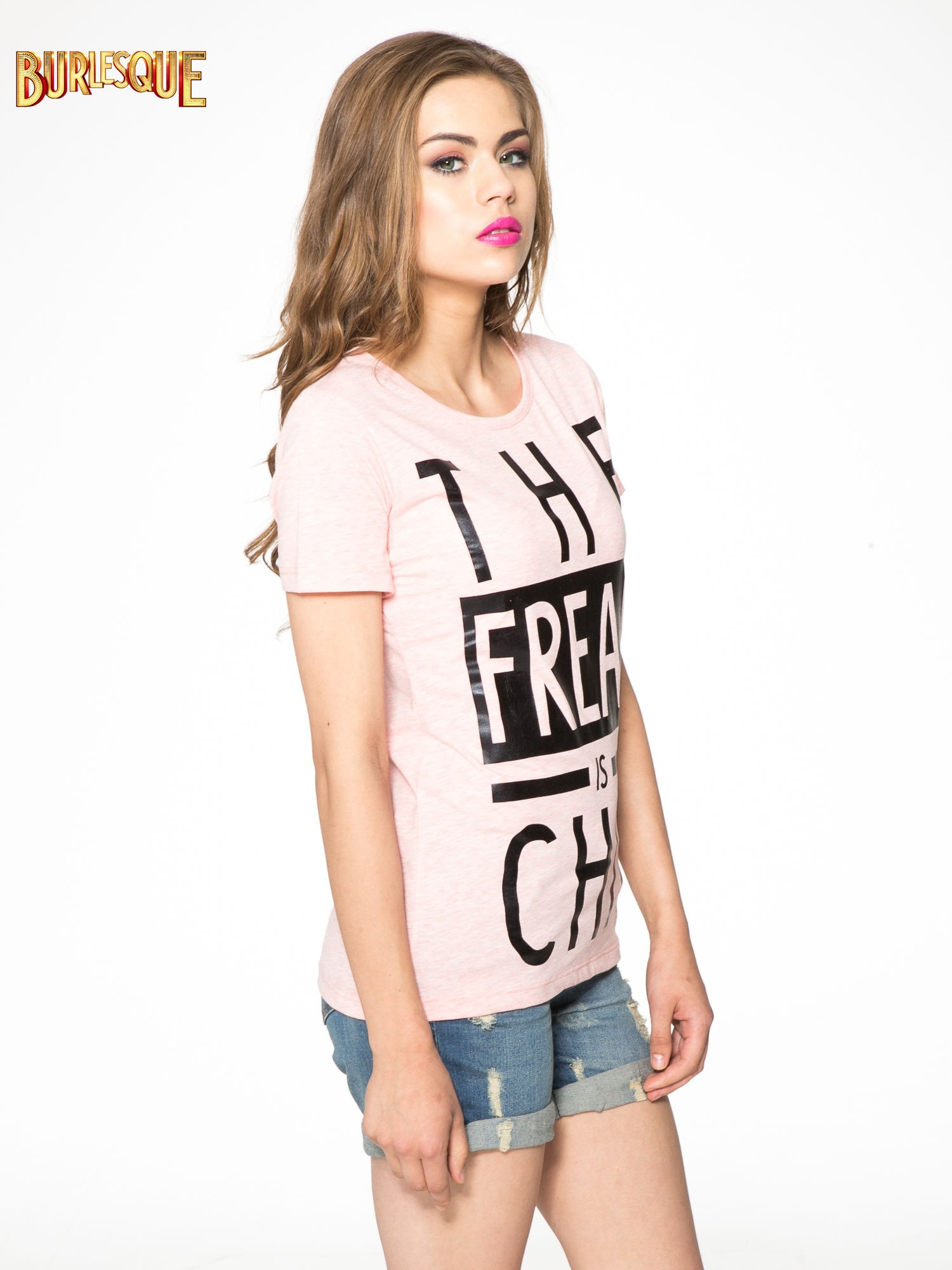 Różowy t-shirt z napisem THE FREAK IS CHIC                                  zdj.                                  3