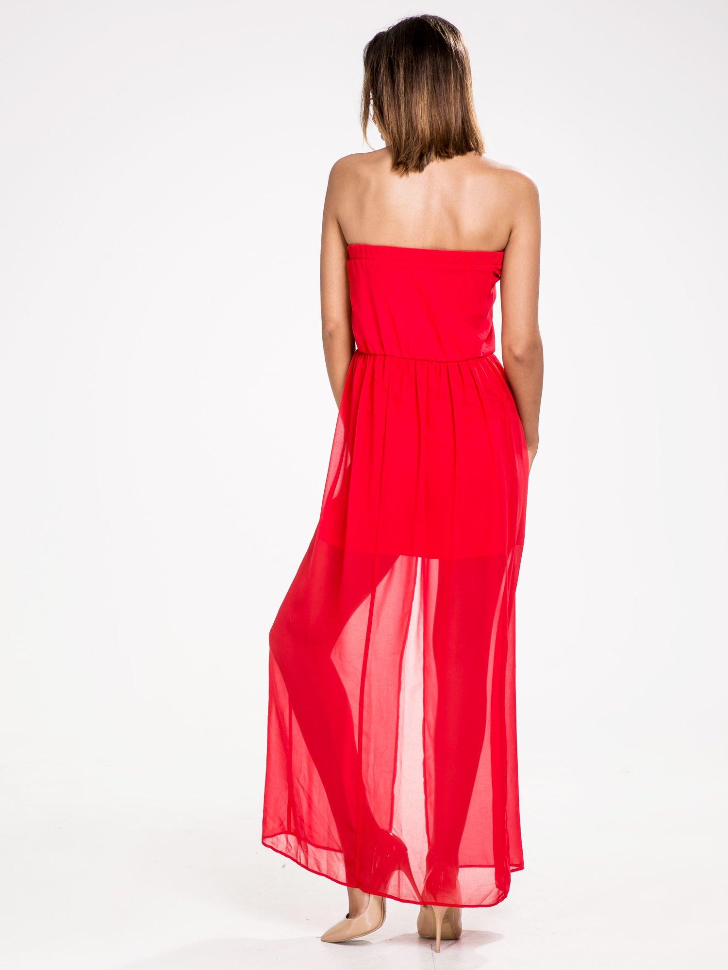 STRADIVARIUS Czerwona sukienka maxi z dekoltem gorsetowym                                  zdj.                                  2