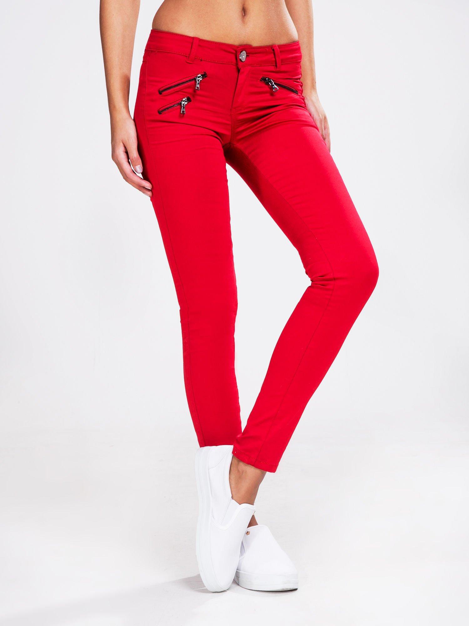 STRADIVARIUS Czerwone spodnie rurki z suwakami                                  zdj.                                  1