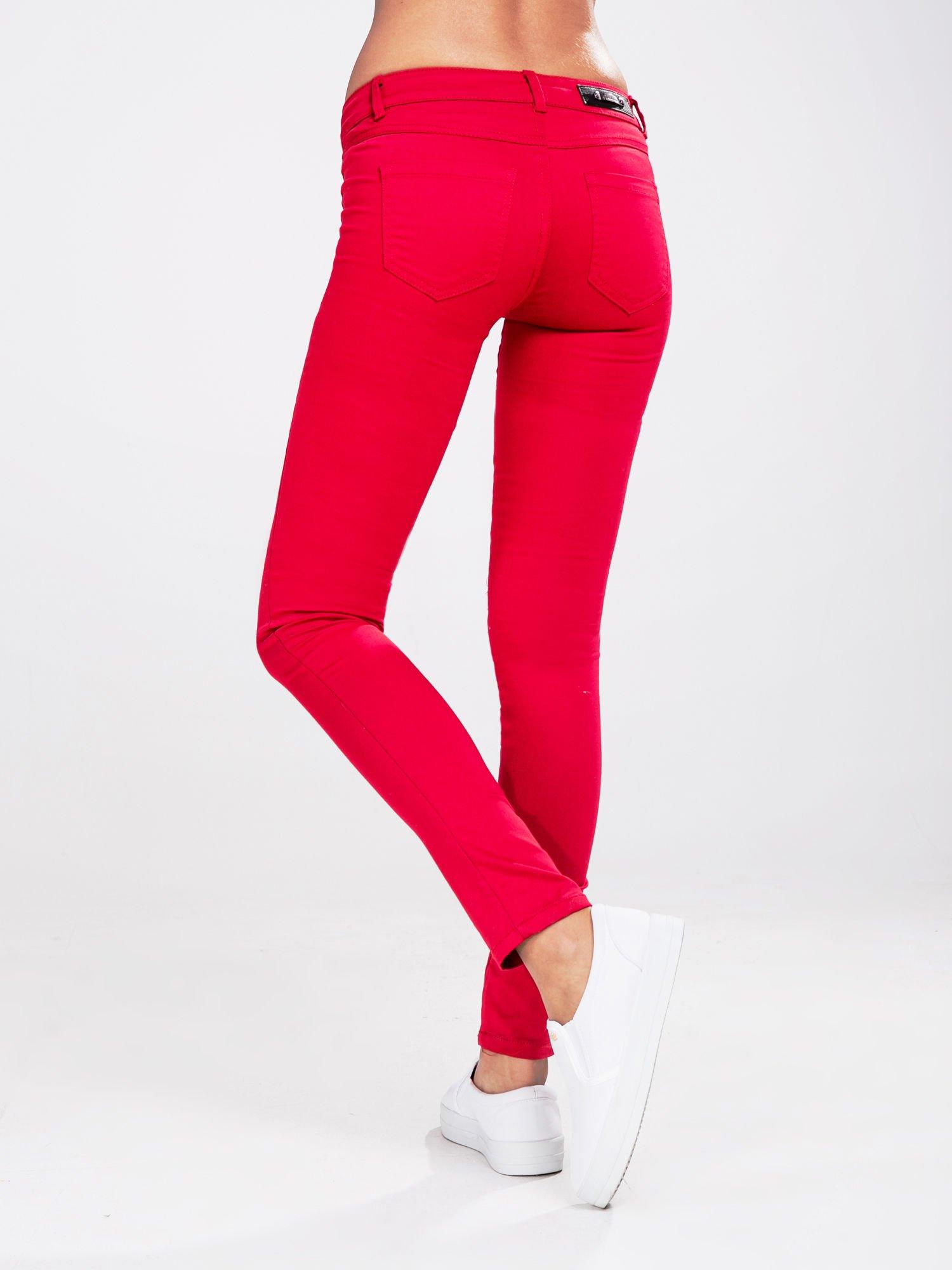 STRADIVARIUS Czerwone spodnie rurki z suwakami                                  zdj.                                  2