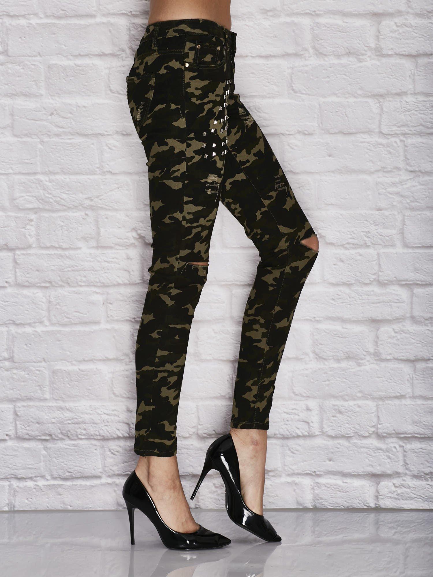 2d2a4411326018 2 · Spodnie damskie rurki w moro wzór z dziurami i ćwiekami zielone ...