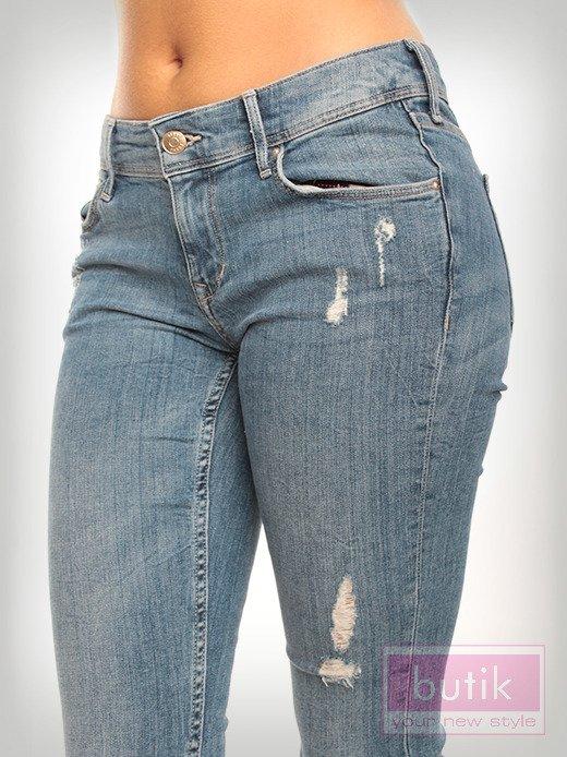 Spodnie jeasnowe z przetarciami                                  zdj.                                  2