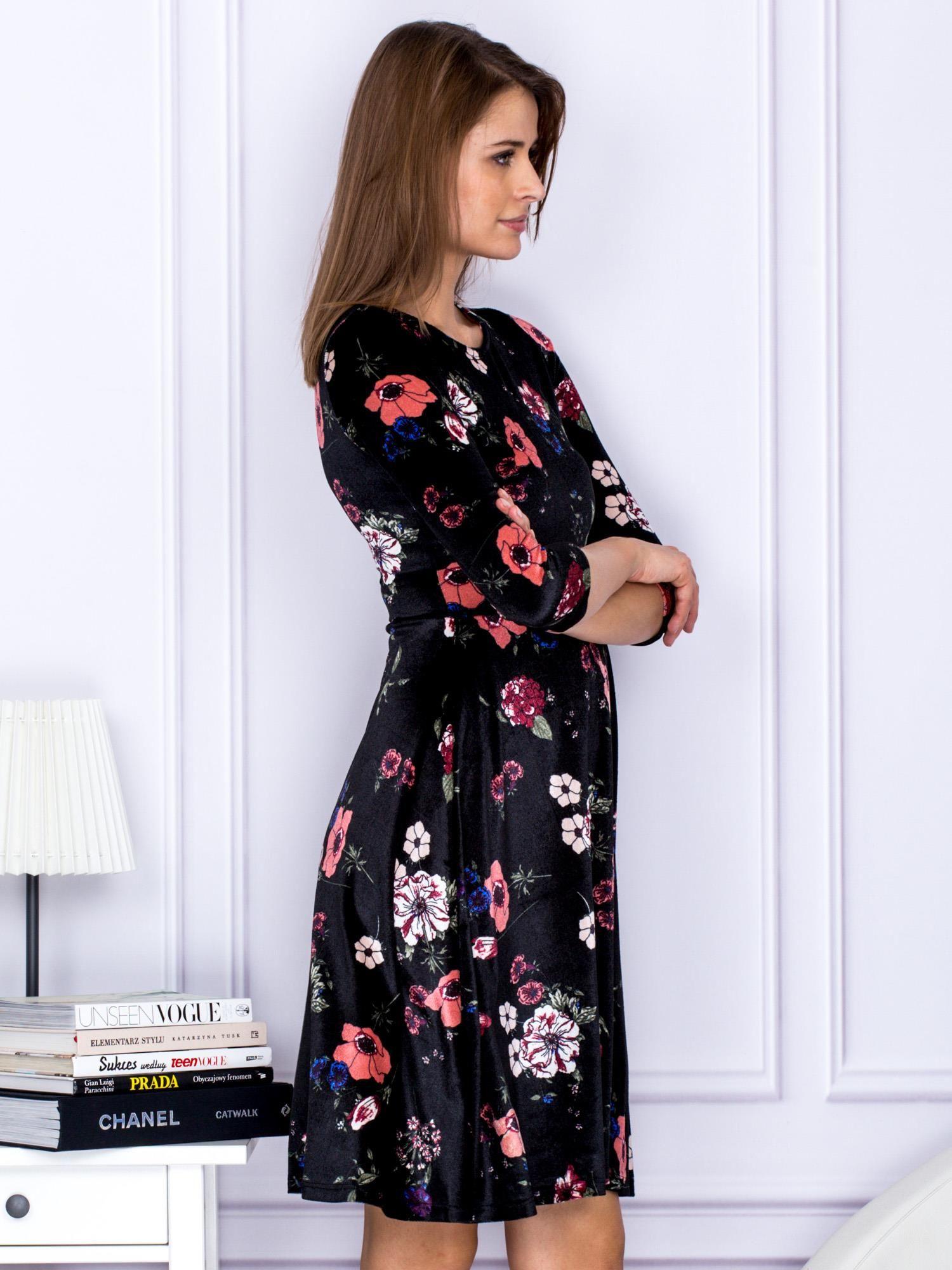 f671b9349c56 Sukienka Czarna Aksamitna W Kwiaty Sukienka Koktajlowa Sklep