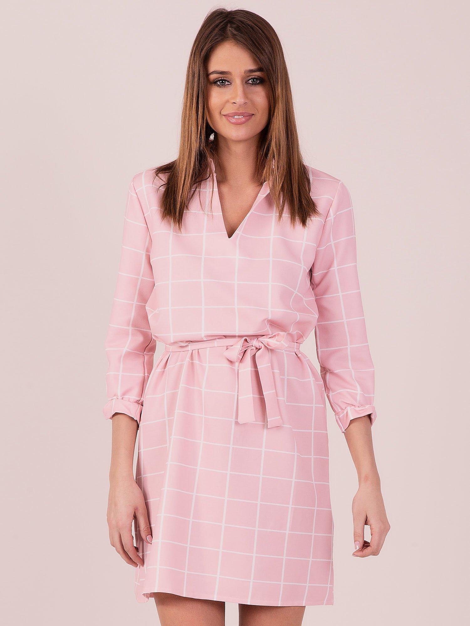 fd45da67e7 Sukienka różowa w kratę z paskiem - Sukienka koktajlowa - sklep ...