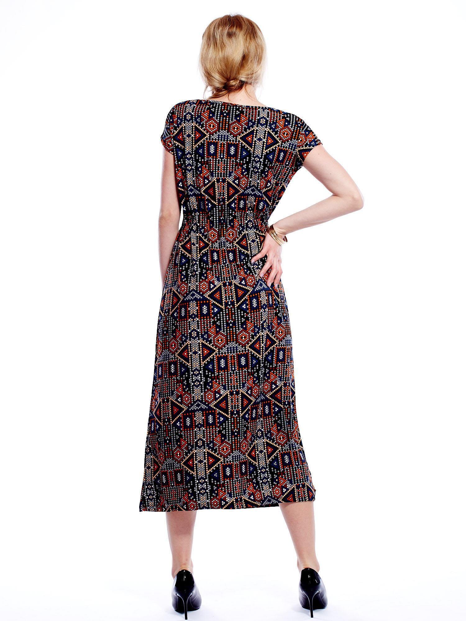 2368388458 Sukienka w geometryczne wzory maxi - Sukienka z printem - sklep ...