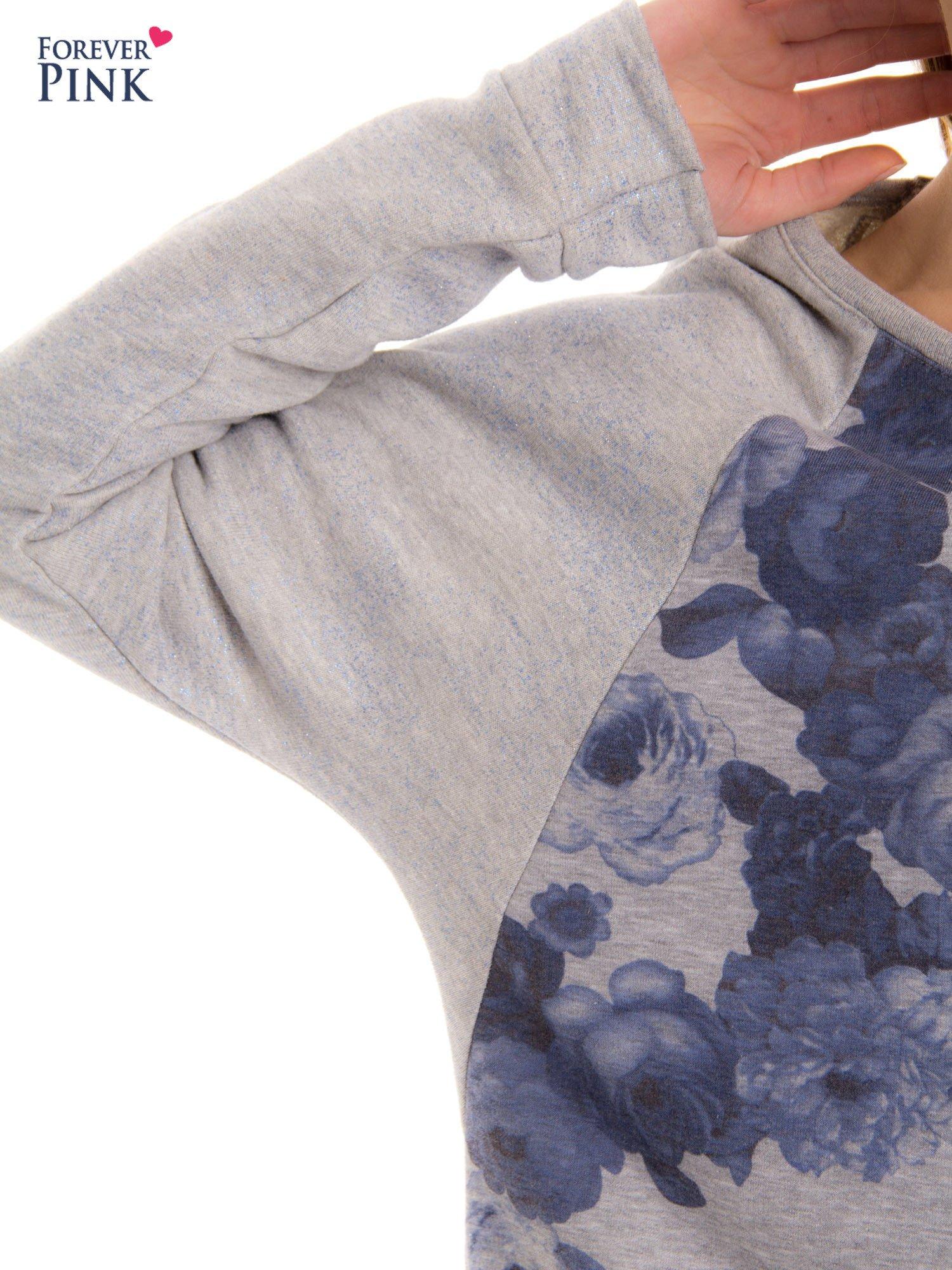 Szara bluza z floral printem i reglanowymi rękawami                                  zdj.                                  5