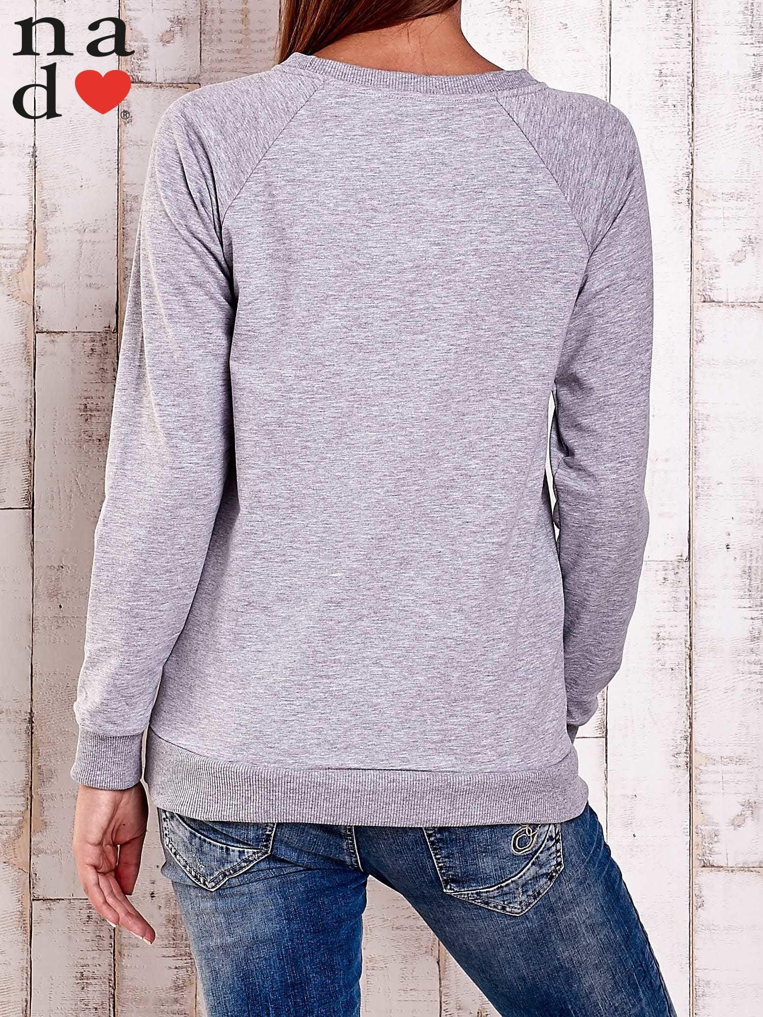 Szara bluza z nadrukiem serca i napisem JE T'AIME                                   zdj.                                  2