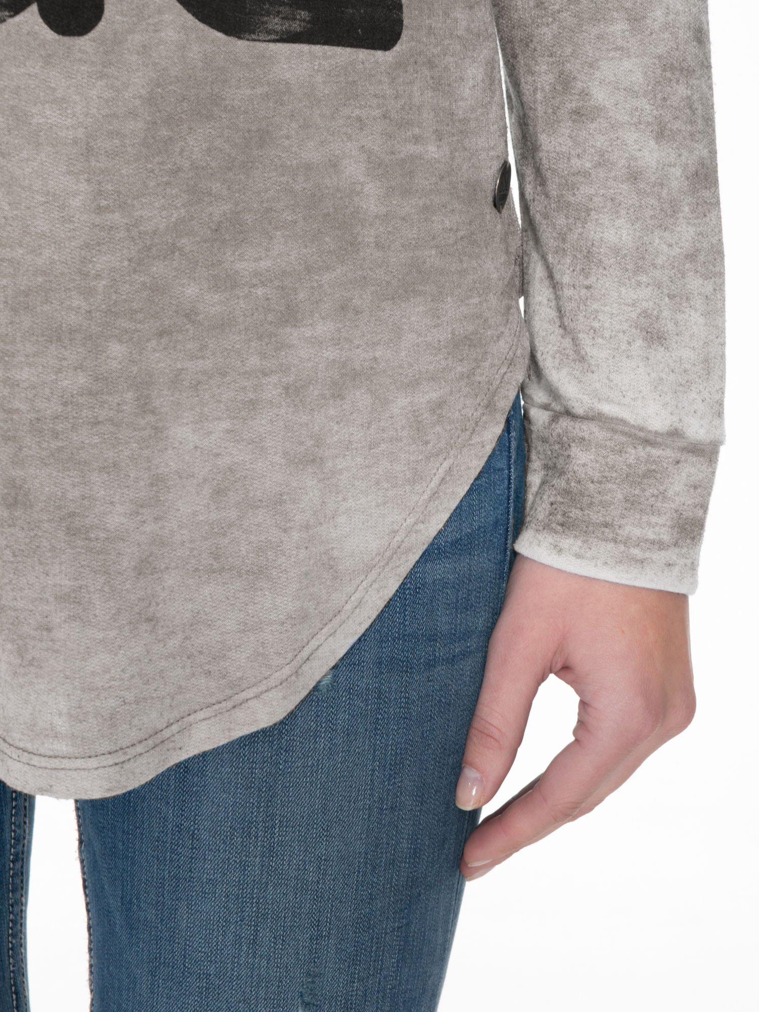 Szara bluzka z nadrukiem I LOVE BSL i efektem sprania                                  zdj.                                  6