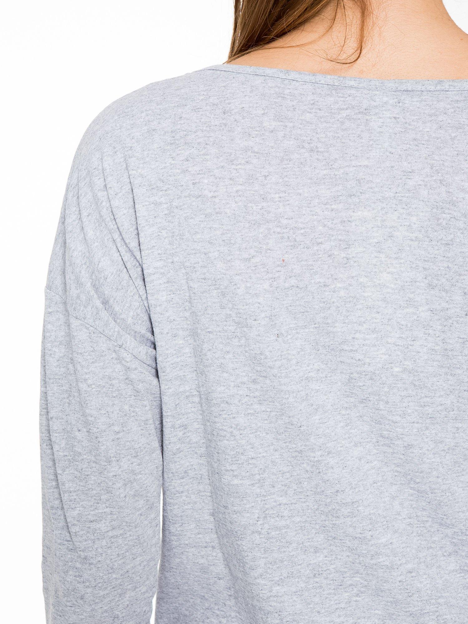 Szara bluzka z nadrukiem wilka i brokatowym napisem WOLF                                  zdj.                                  8