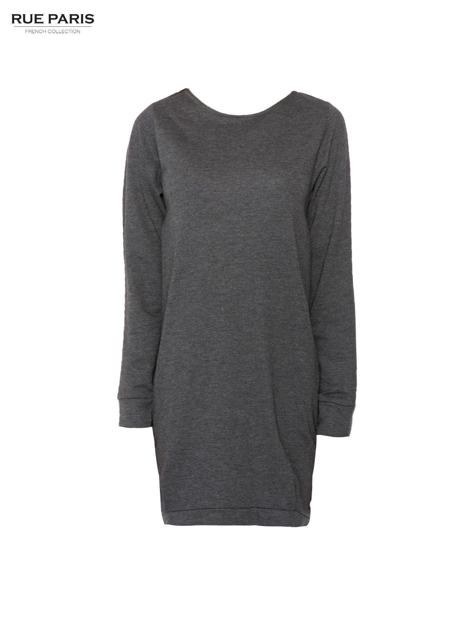 Szara dresowa sukienka oversize z ozdobnymi kieszeniami                                  zdj.                                  3