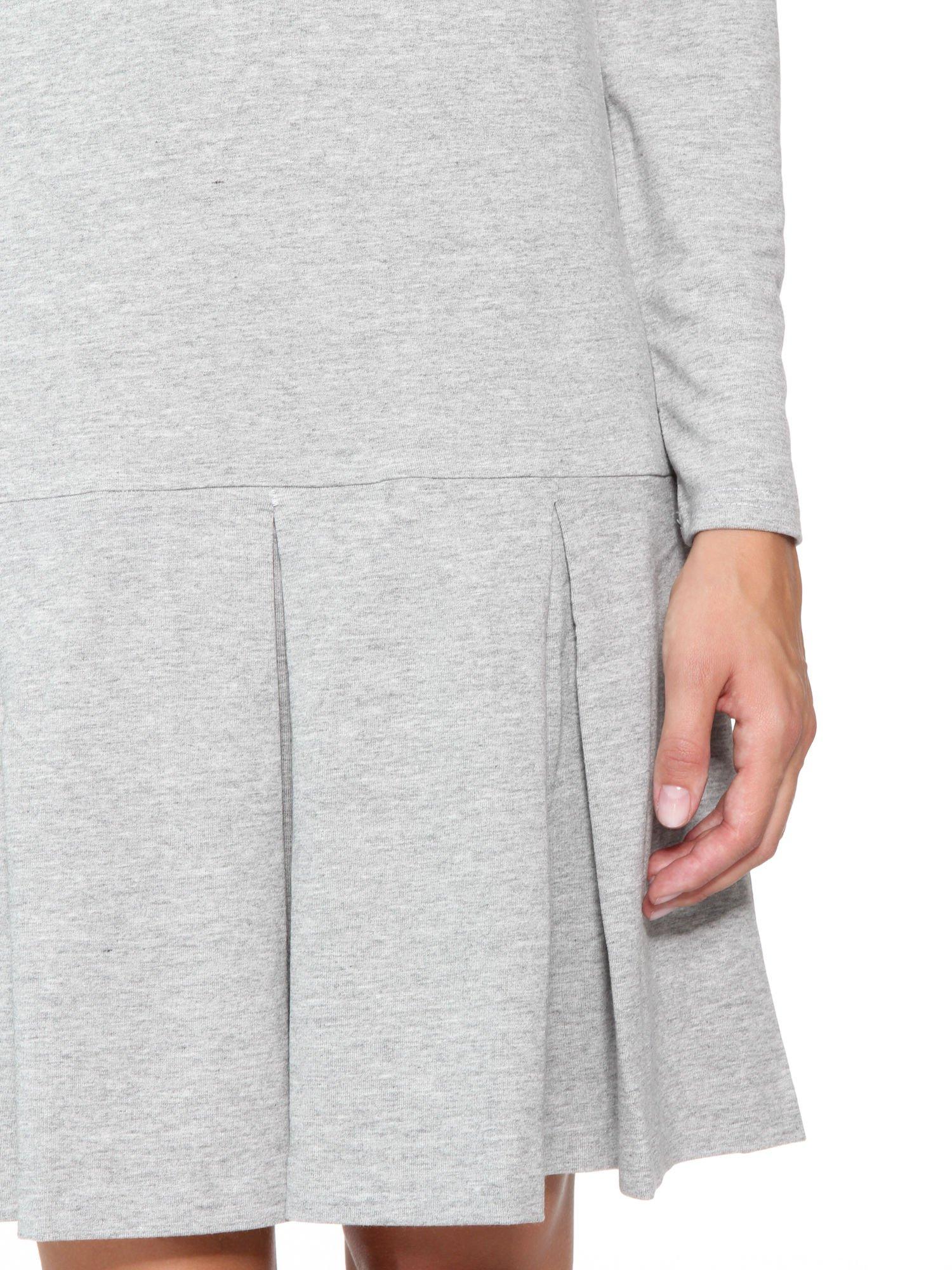 Szara dresowa sukienka z obniżoną talią i kontrafałdami                                  zdj.                                  7