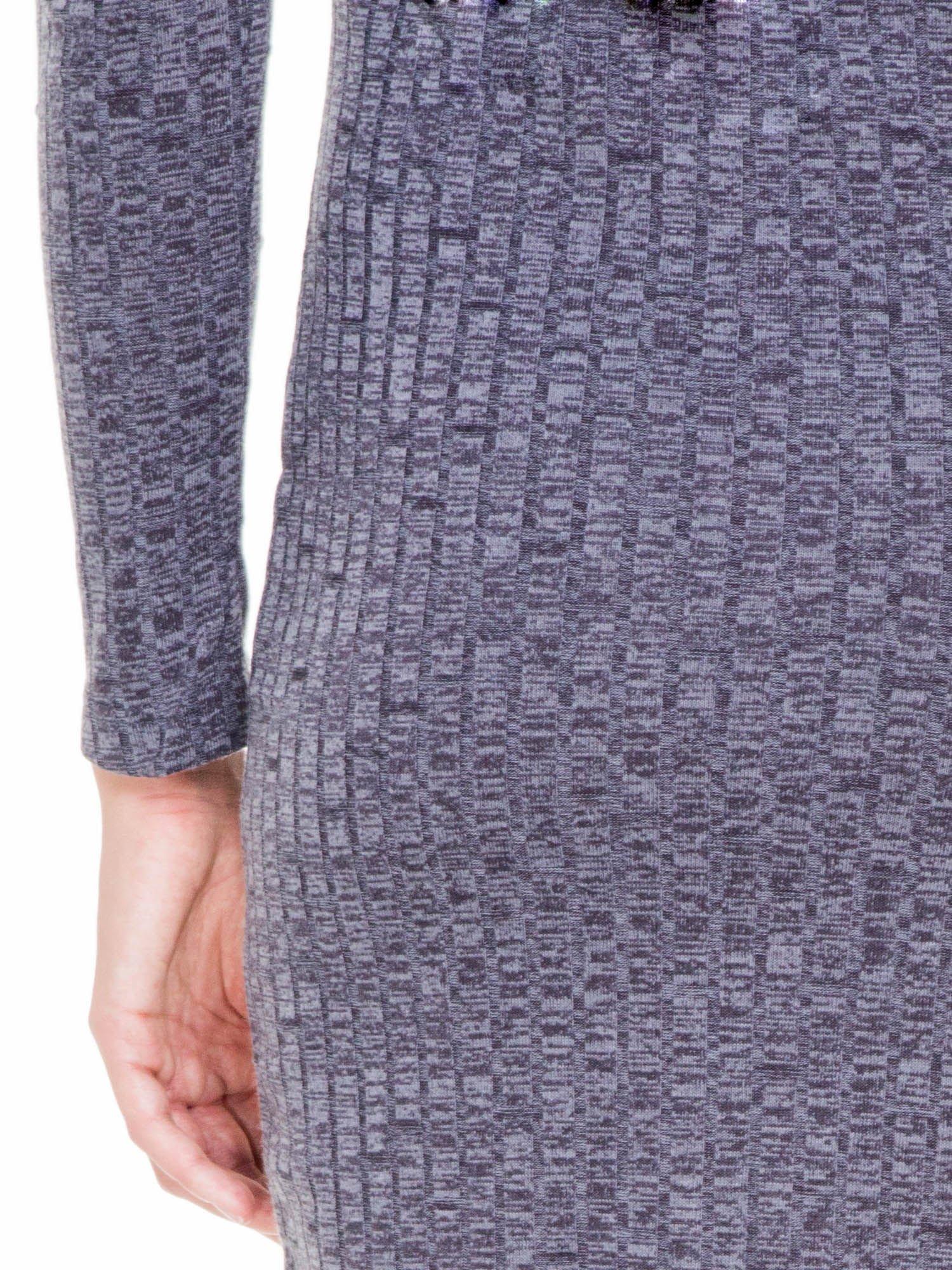 Szara dzianinowa sukienka w prążki z golfem                                  zdj.                                  9