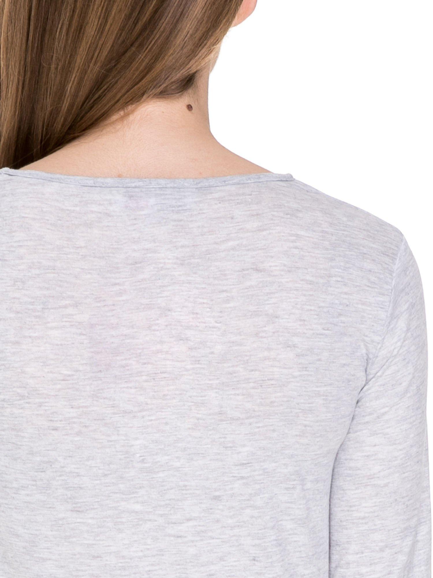 Szara melanżowa bluzka z dłuższym tyłem                                  zdj.                                  7