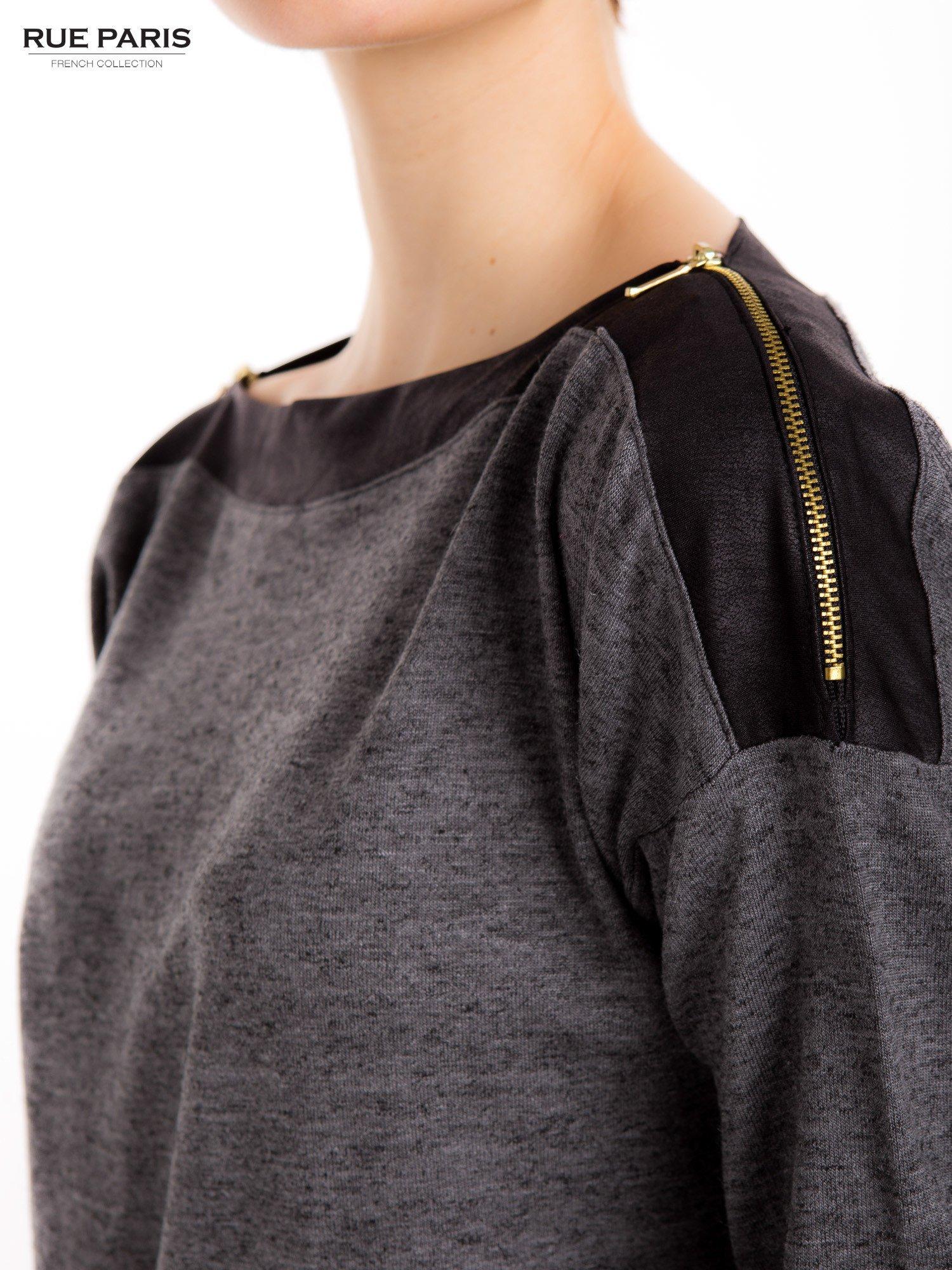 Szara melanżowa bluzka z suwakami na ramionach                                  zdj.                                  6