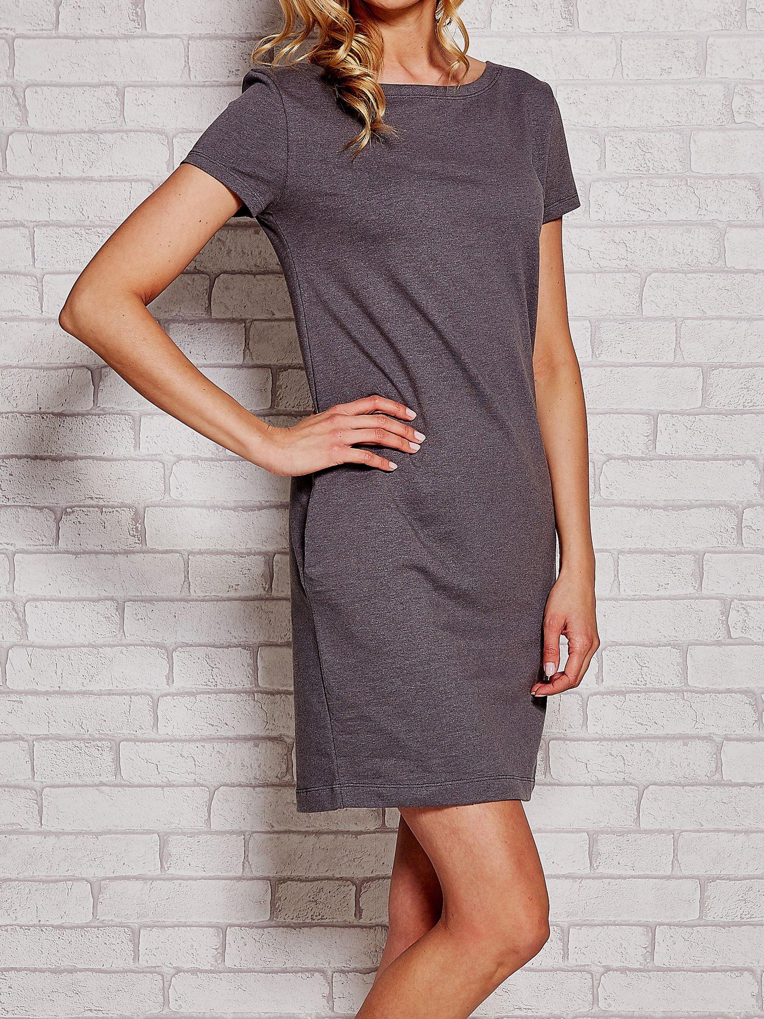 Szara sukienka dresowa z kieszeniami                                  zdj.                                  3