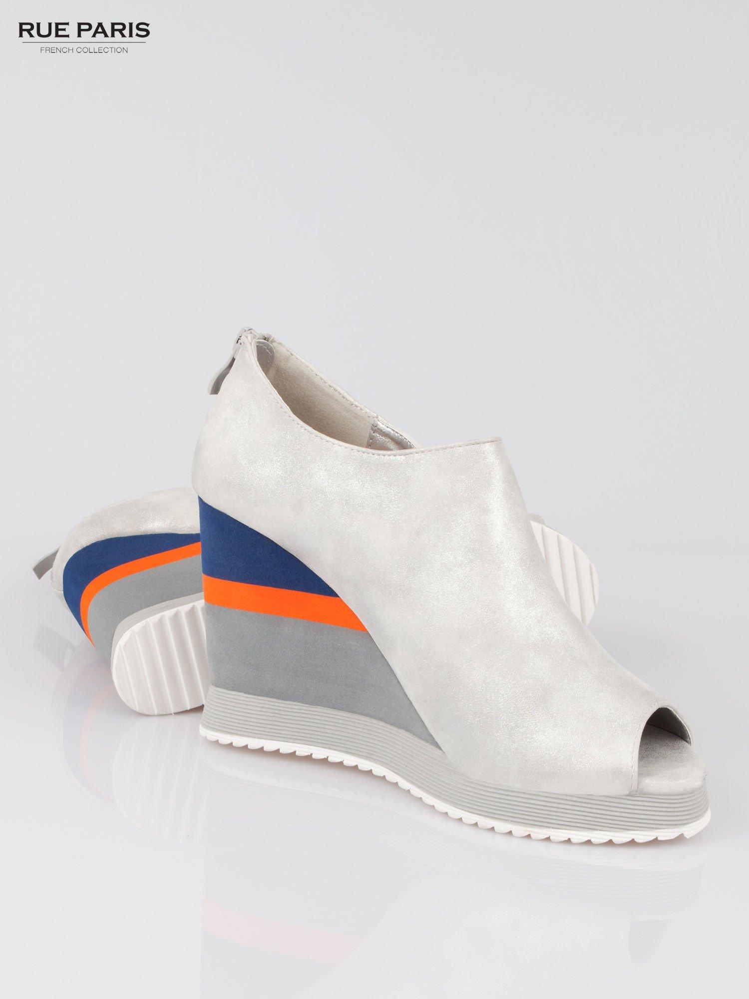 Szare buty open toe na koturnie w paski                                  zdj.                                  4