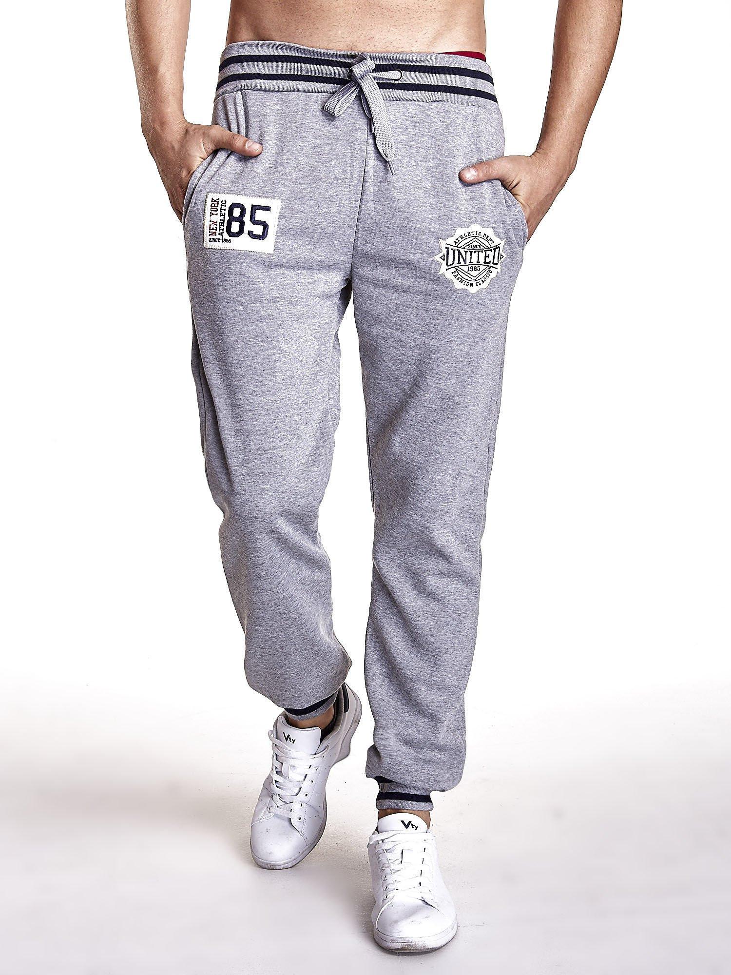 Szare dresowe spodnie męskie z naszywkami i kieszeniami                                  zdj.                                  1