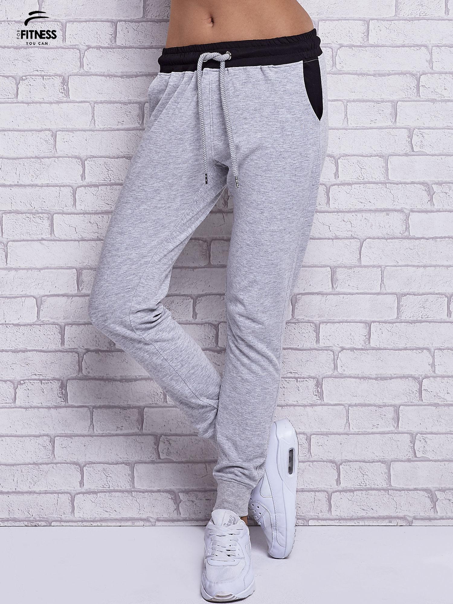Szare melanżowe spodnie dresowe z czarnymi wstawkami                                  zdj.                                  1