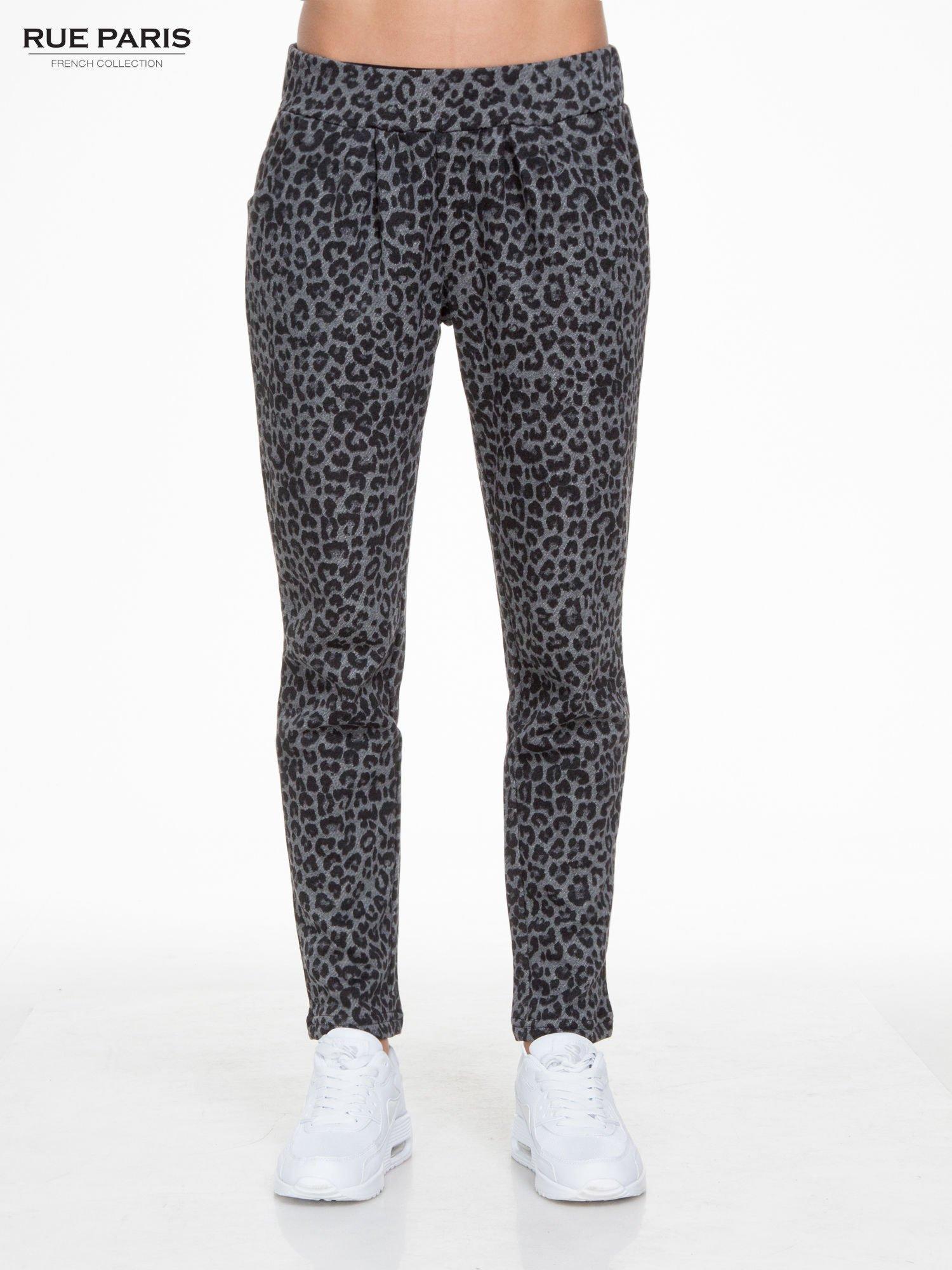 Szare panterkowe spodnie dresowe                                  zdj.                                  1