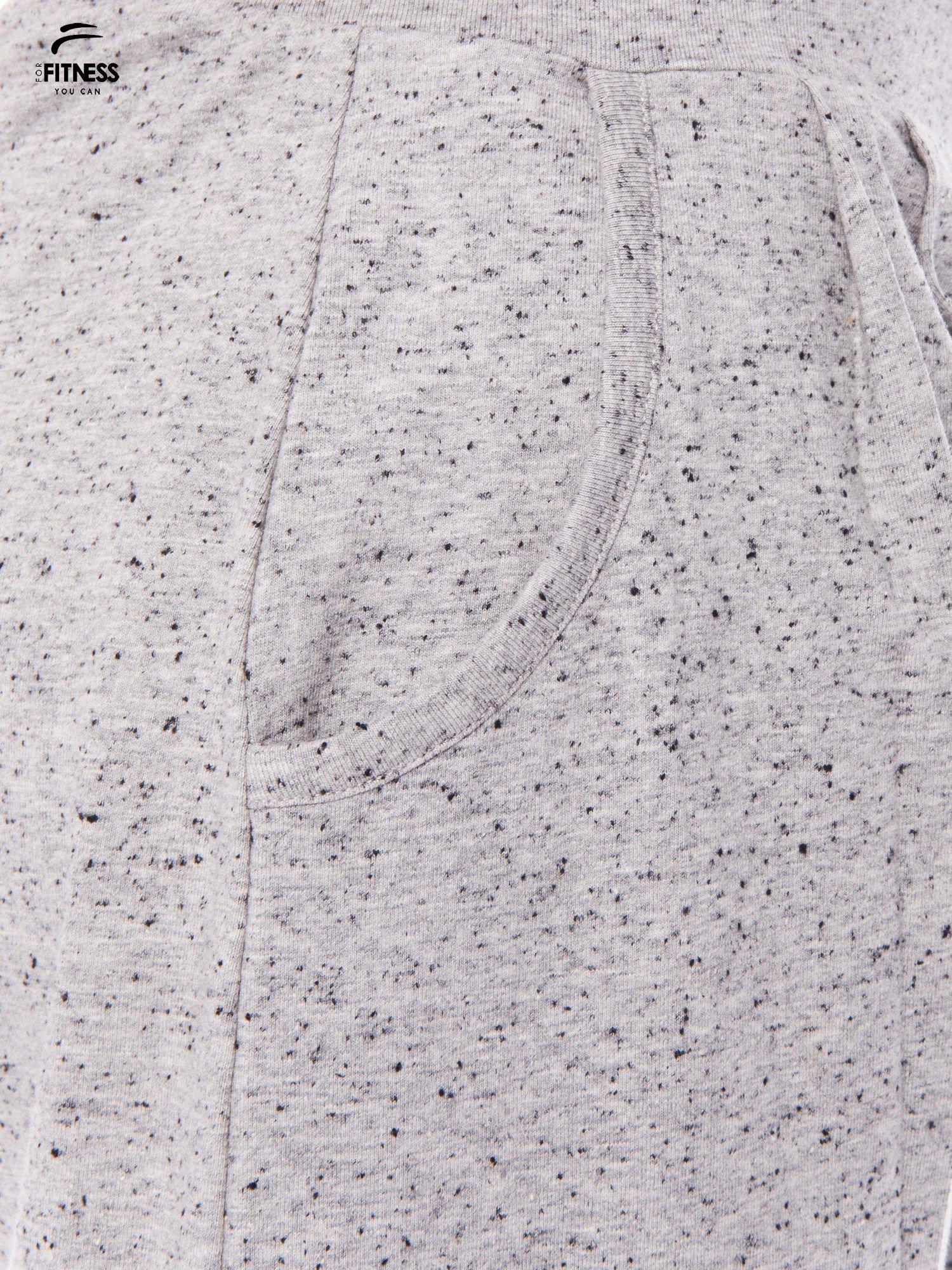 Szare spodnie dresowe z prostą nogawką                                  zdj.                                  6