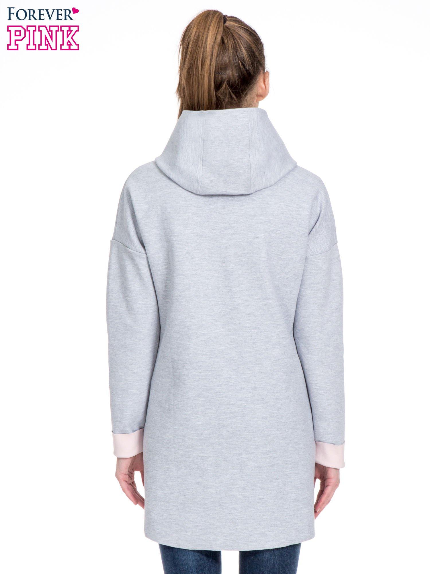 Szary dresowy płaszcz oversize z różową podszewką                                  zdj.                                  4