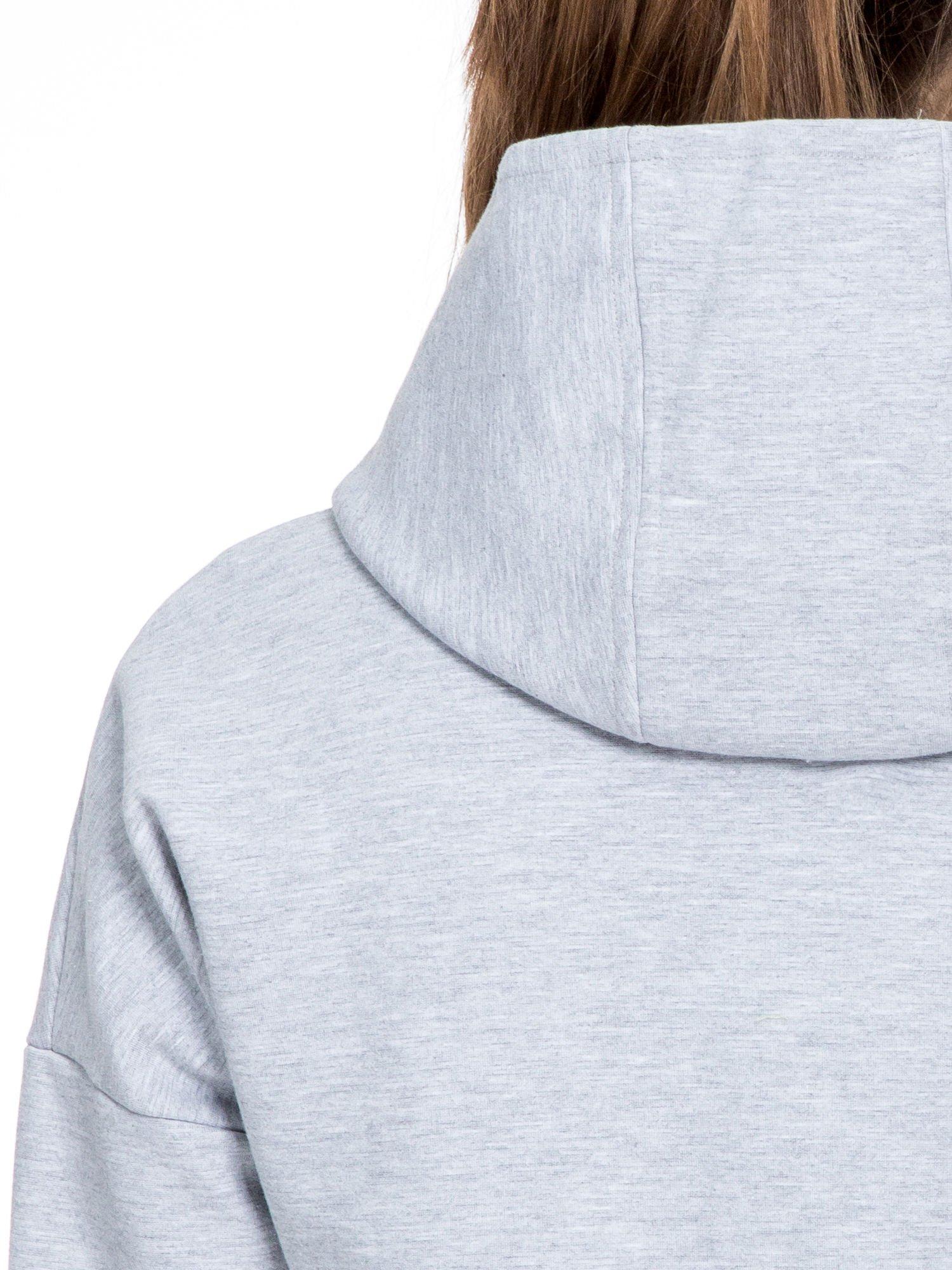 Szary dresowy płaszcz oversize z zieloną podszewką                                  zdj.                                  9